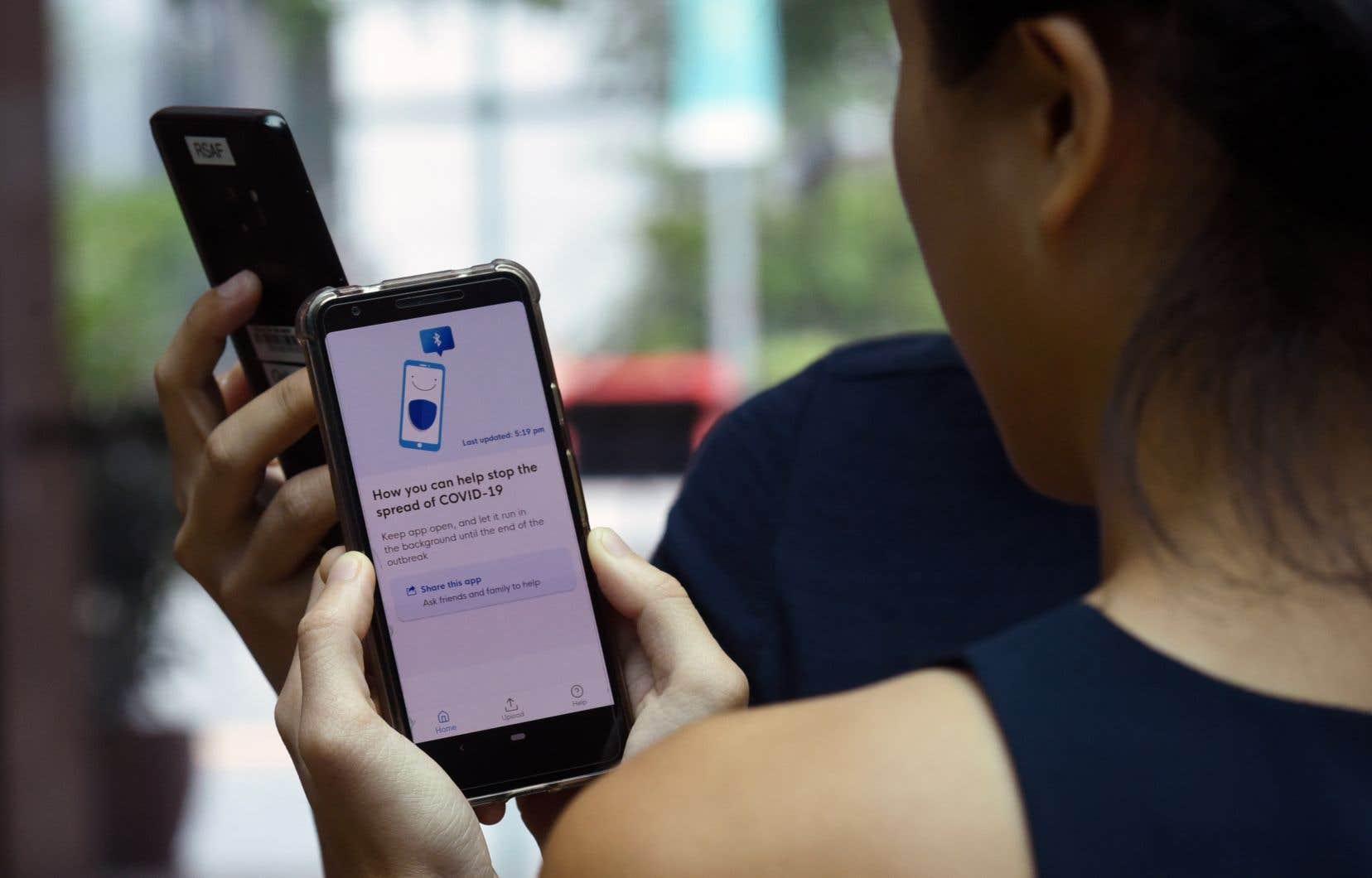 Singapour a mis en place une application mobile,TraceTogether. En utilisant la technologie Bluetooth, elle prévient les personnes qui auraient pu être en contact avec quelqu'un qui est porteur du coronavirus.