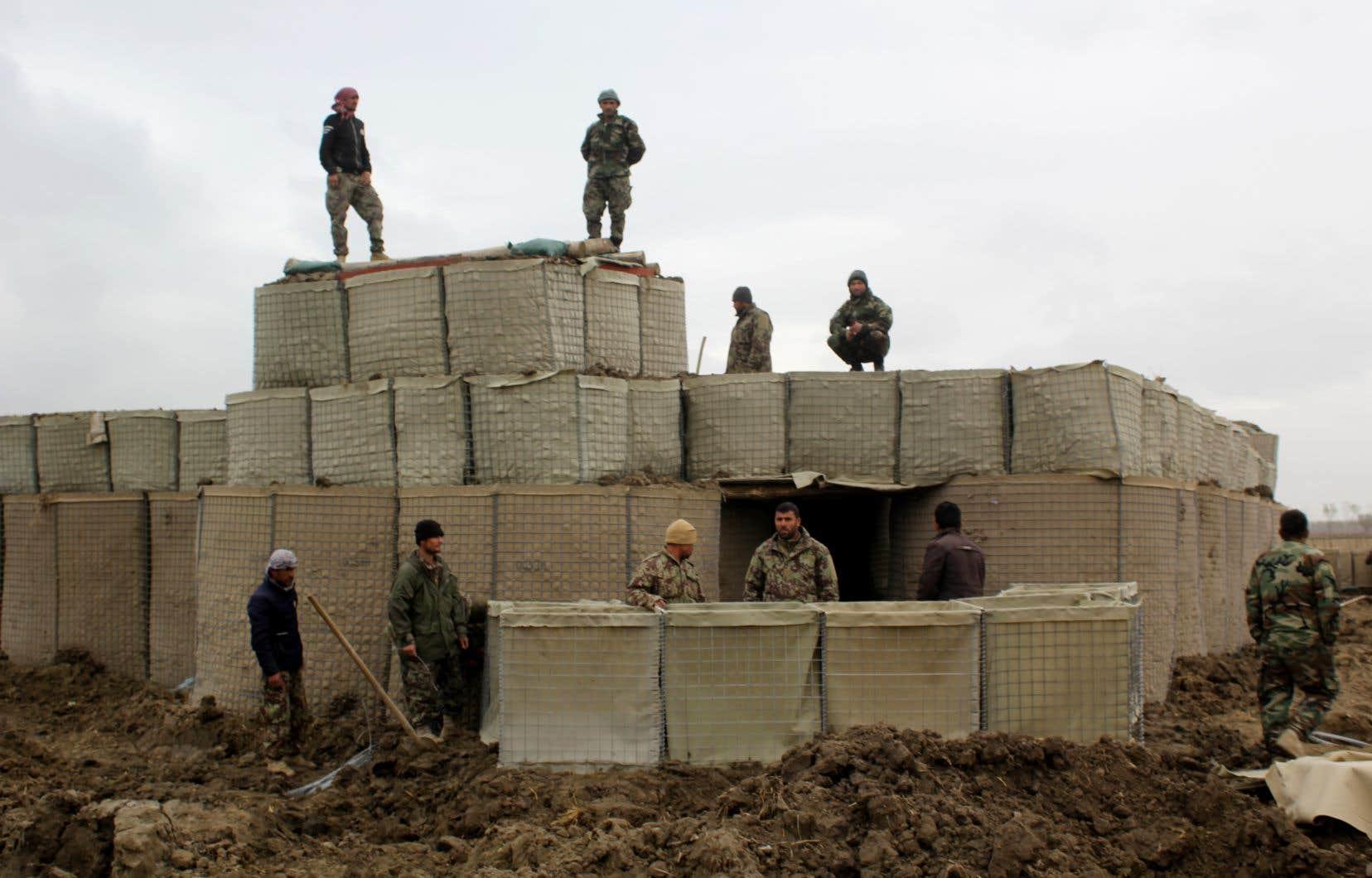Au moins 24 policiers et soldats ont été tués par des insurgés infiltrés dans la police, et quatre membres des forces de sécurité sont portés disparus.