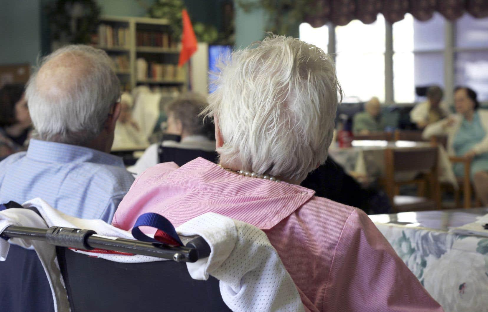 <p>Faute de collaboration, il faudra resserrer la vis autant aux gestionnaires des établissements qu'aux aînés, estime le Regroupement québécois des résidences pour aînés (RQRA).</p>