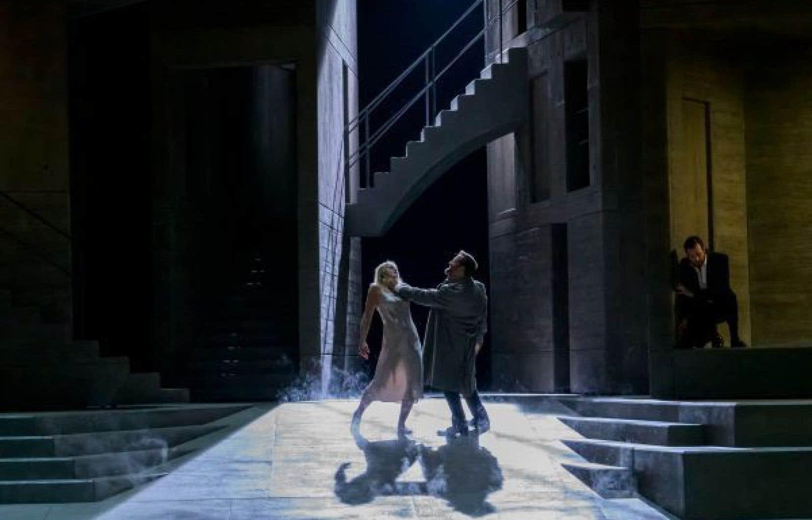 Dans ce «Don Giovanni», Jacquelyn Wagner interprète Donna Anna, Étienne Dupuis joue Don Giovanni et Philippe Sly tient le rôle de Leporello.