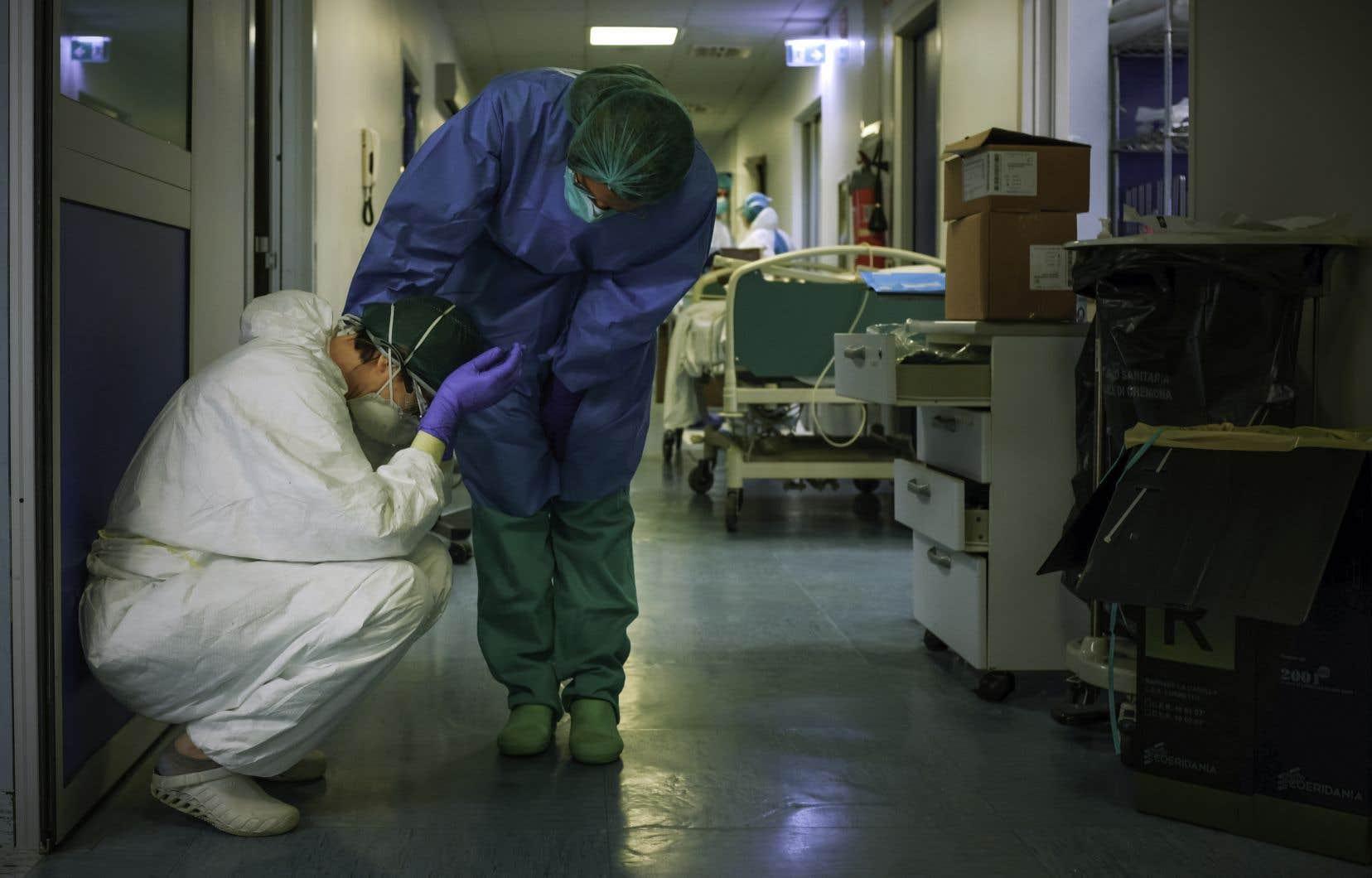 Scène de la vie quotidienne dans un hôpital en Italie.
