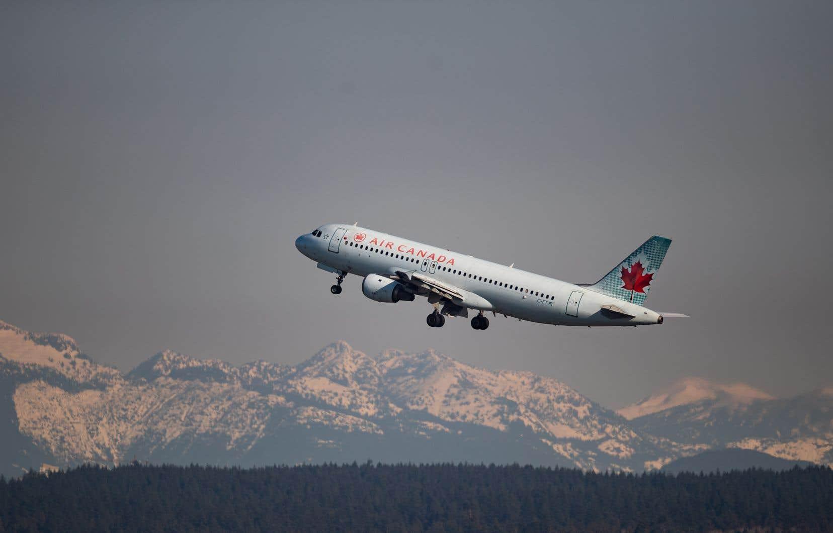 Les 4400 pilotes ont également convenu de réduire la rémunération à l'échelle de toute l'entreprise.