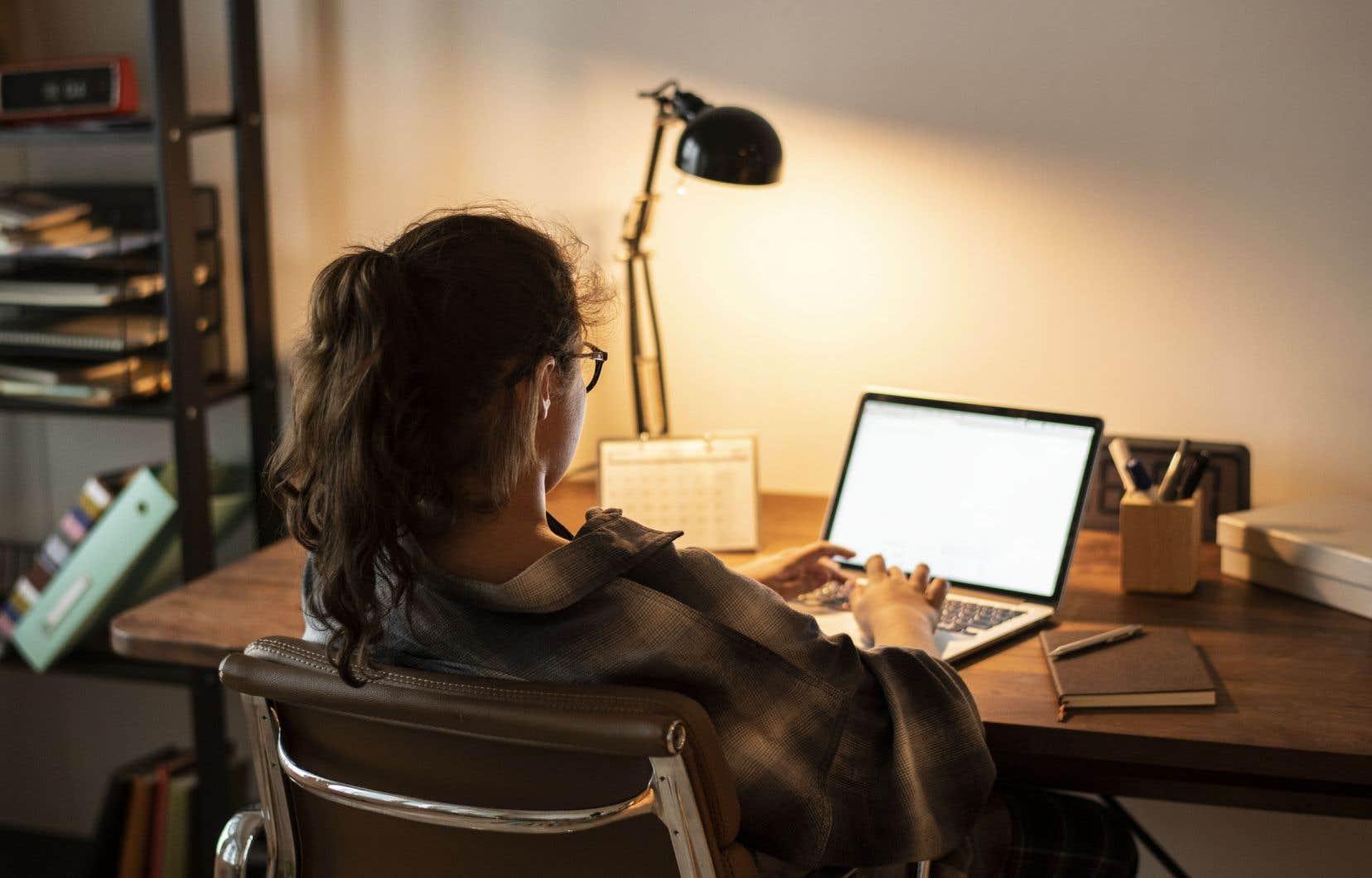 «Auprès de certains, l'école en ligne est une solution, mais pour bien des contenus, c'est un véritable casse-tête», dit l'autrice.