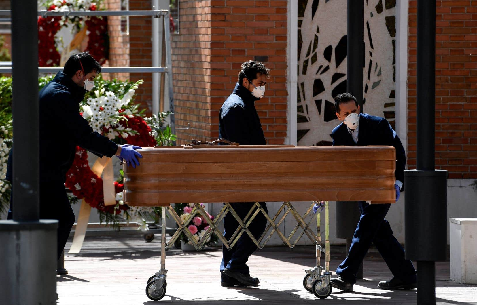 <p>L'Espagne, où le nombre de cas confirmés a encore progressé d'environ 20% à 47610, est soumis depuis le 14mars à un confinement général qui doit être prolongé jusqu'au 11avril.</p>