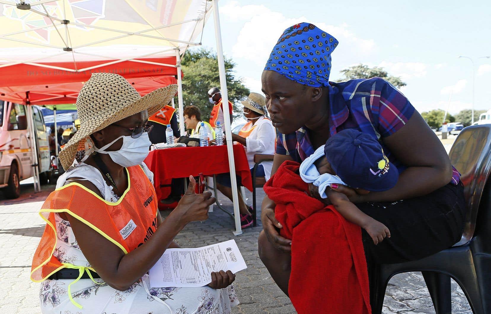 «Un pays comme l'Afrique du Sud, où l'on craint énormément l'impact du virus dans les immenses bidonvilles, risque de ne pas se remettre de crise actuelle», mentionnent les auteurs.