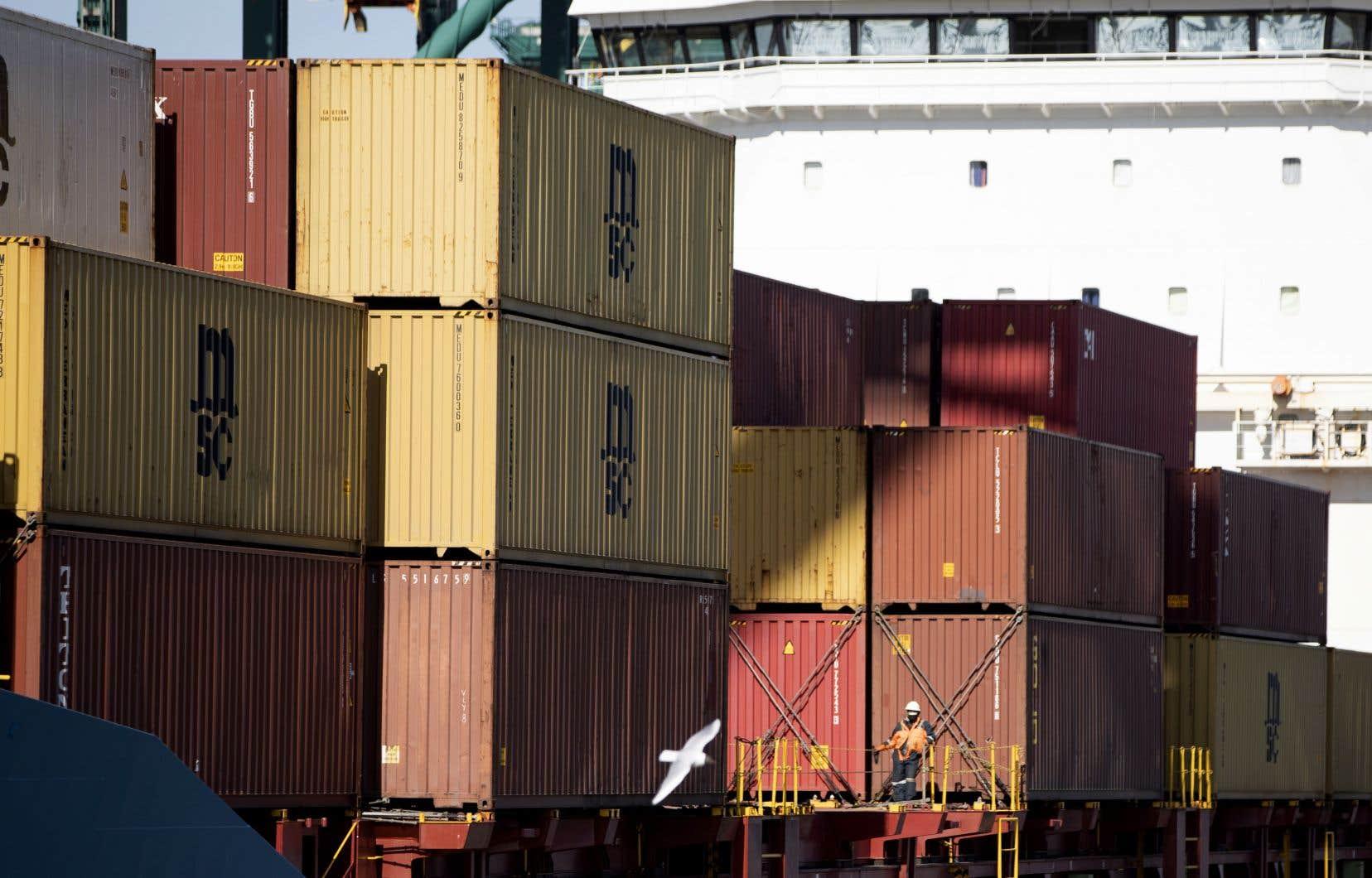 Dans son analyse publiée mercredi, l'agence Moody's parle d'un choc sans précédent sur les économies des pays membres du G20. Sur la photo, de nombreux conteneurs étaient immobilisés sur le quai du port d'Anvers, en Belgique, plus tôt cette semaine.