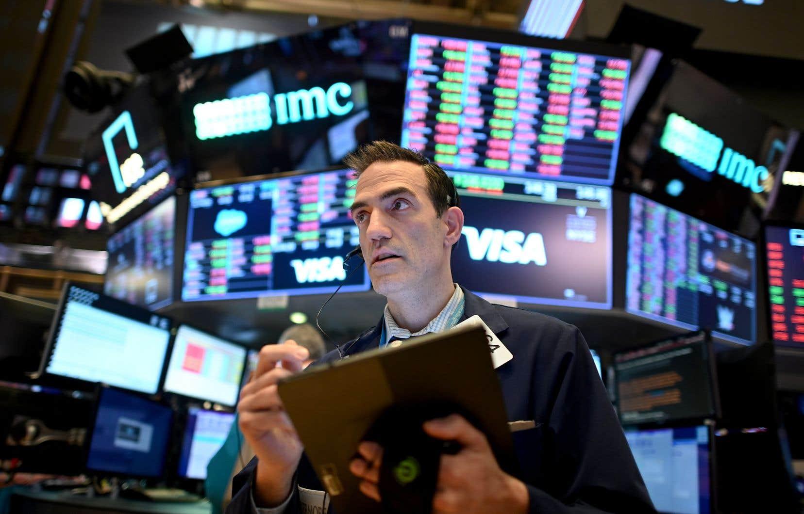 Vers 14 h 40 (heure de Montréal), l'indice vedette Dow Jones Industrial Average gagnait 2,39%, celui de l'indice élargi S&P 500 4,6% et celui du Nasdaq, à forte coloration technologique, 4,08%.