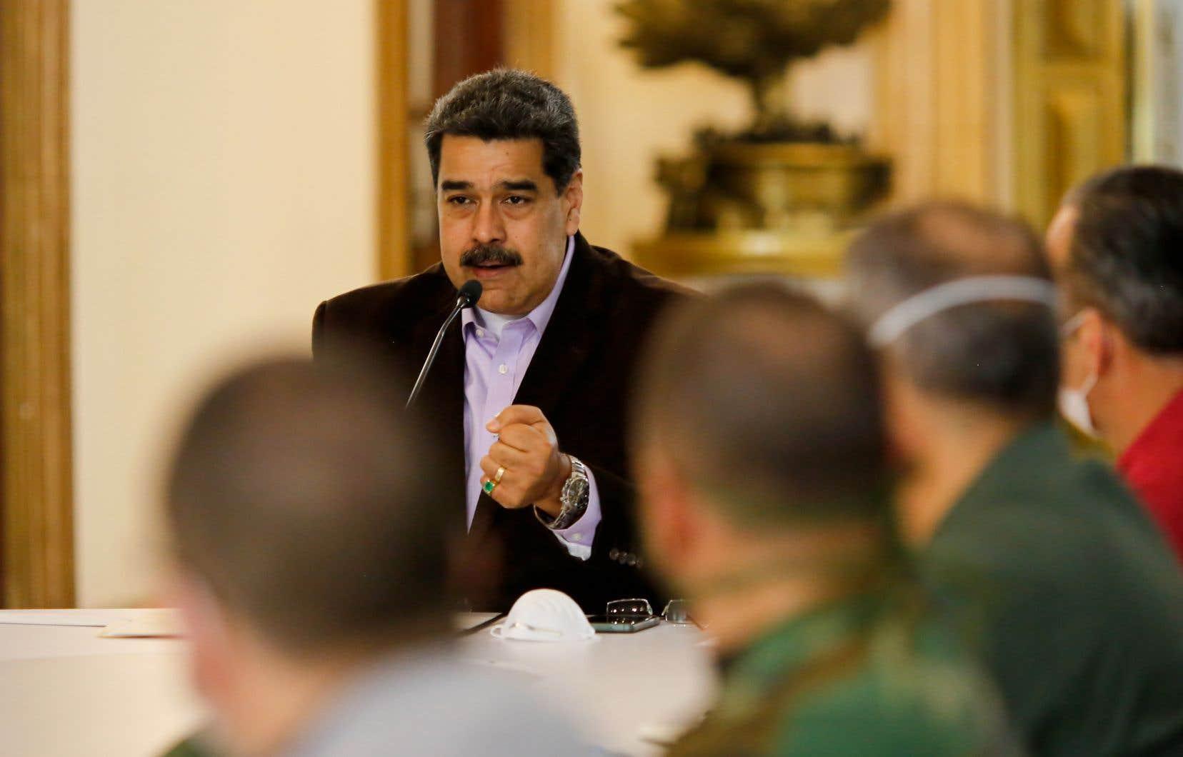 Washington offre une prime pouvant atteindre 15millions de dollars pour toute information qui permettrait d'arrêter le président vénézuélien, Nicolás Maduro.