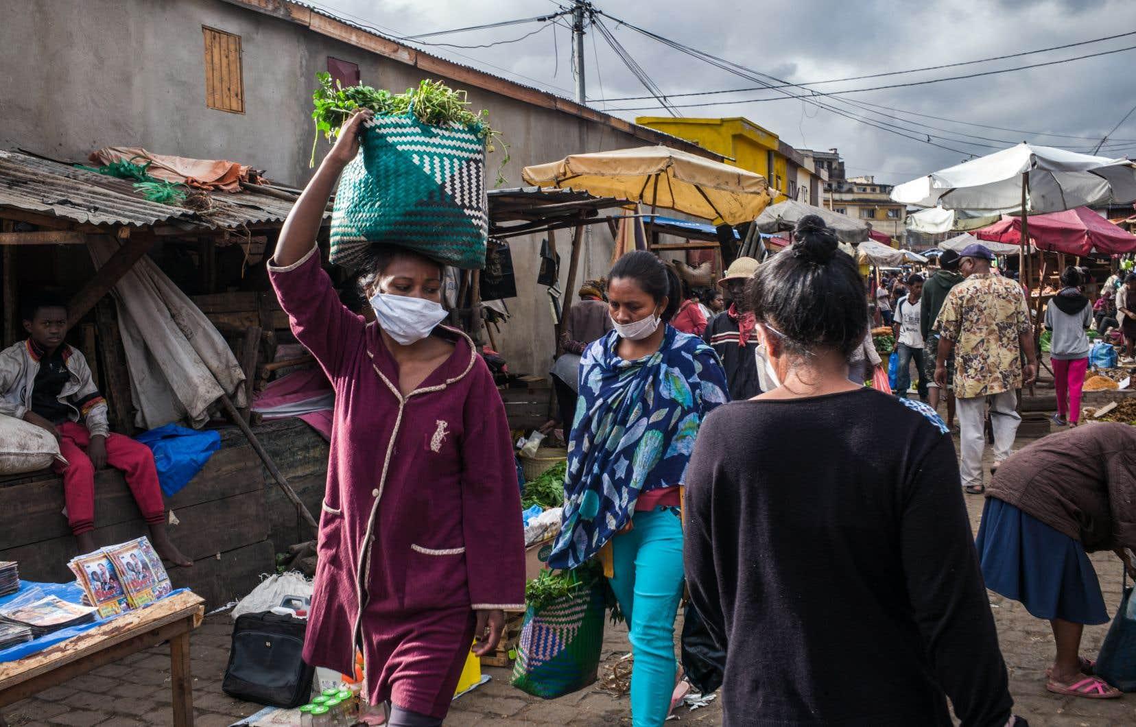 La COVID-19 a contaminé plus de 3300 personnes et plus de 90 décès en Afrique. En photo: le marché deAmbodivona, dans la capitale malgache,Antananarivo.