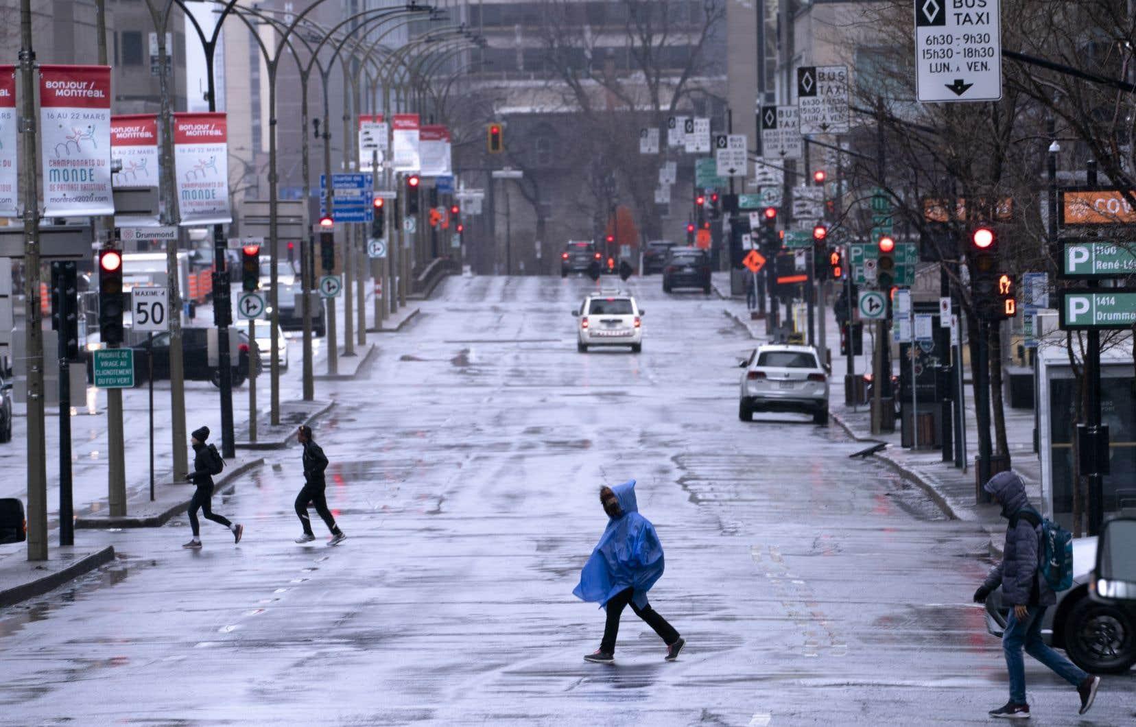 Le boulevard René-Lévesque, au centre-ville de Montréal, lundi