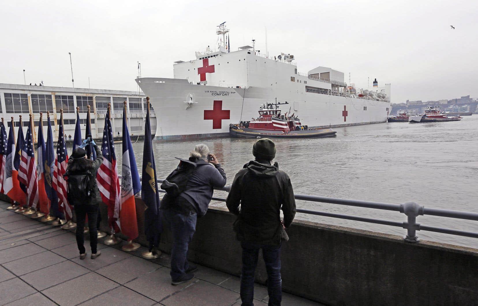 Le seul État de New York, épicentre de l'épidémie aux États-Unis, comptait lundi après-midi plus de 66000 cas confirmés.