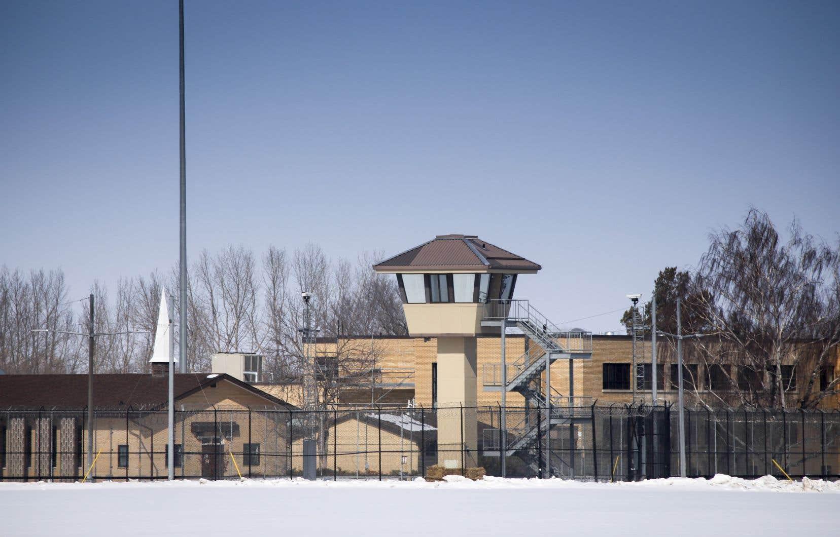 Des détenus pourraient être libérés sous conditions pour prévenir la propagation du coronavirus dans les prisons.
