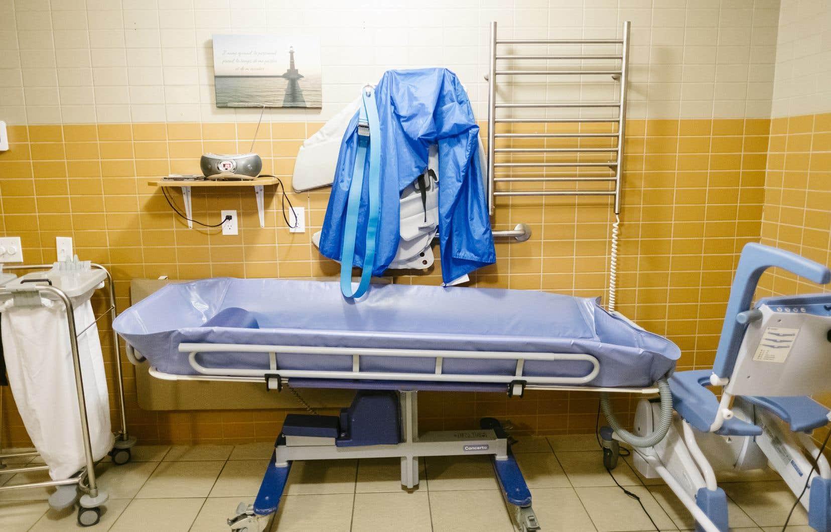«Le CHSLD, c'est un service essentiel, un peu comme les services d'urgence ou les services du bloc opératoire», a expliqué le président-directeur général du CUSSS de la Mauricie-et-du-Centre-duQuébec, Carol Fillion.