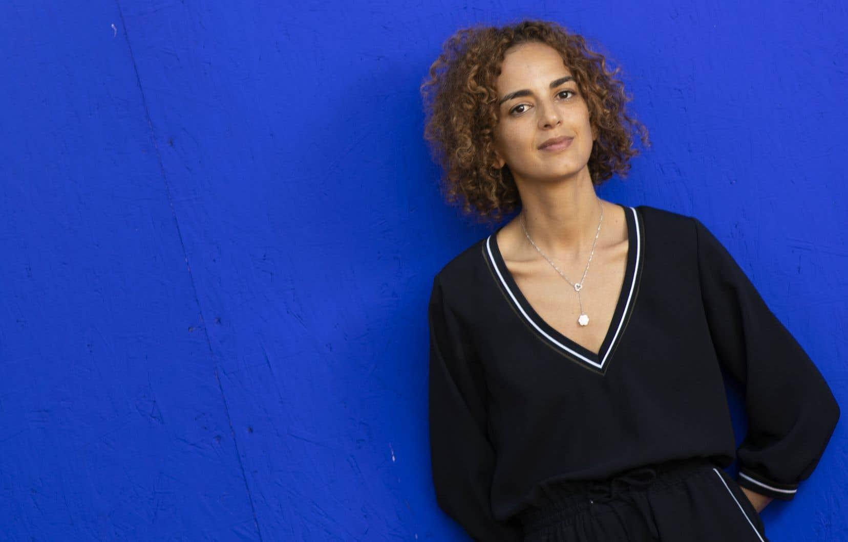 Le livre de Leïla Slimani s'amorce avec le réveil nationaliste marocain et les luttes de l'ombre contre la puissance coloniale française, la lente émancipation des femmes et les tensions entre modernité et tradition.