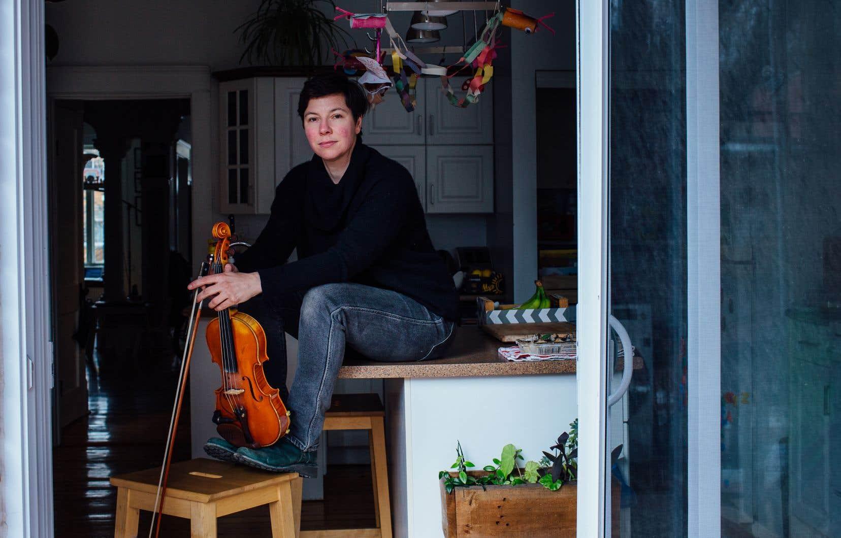 Sophie Trudeau a publié sur sa page Bandcamp «toute neuve» une superbe pièce instrumentale intitulée «week one day five» il y a deux semaines, premier chapitre d'un recueil qu'elle a intitulé «Confinement Songs».