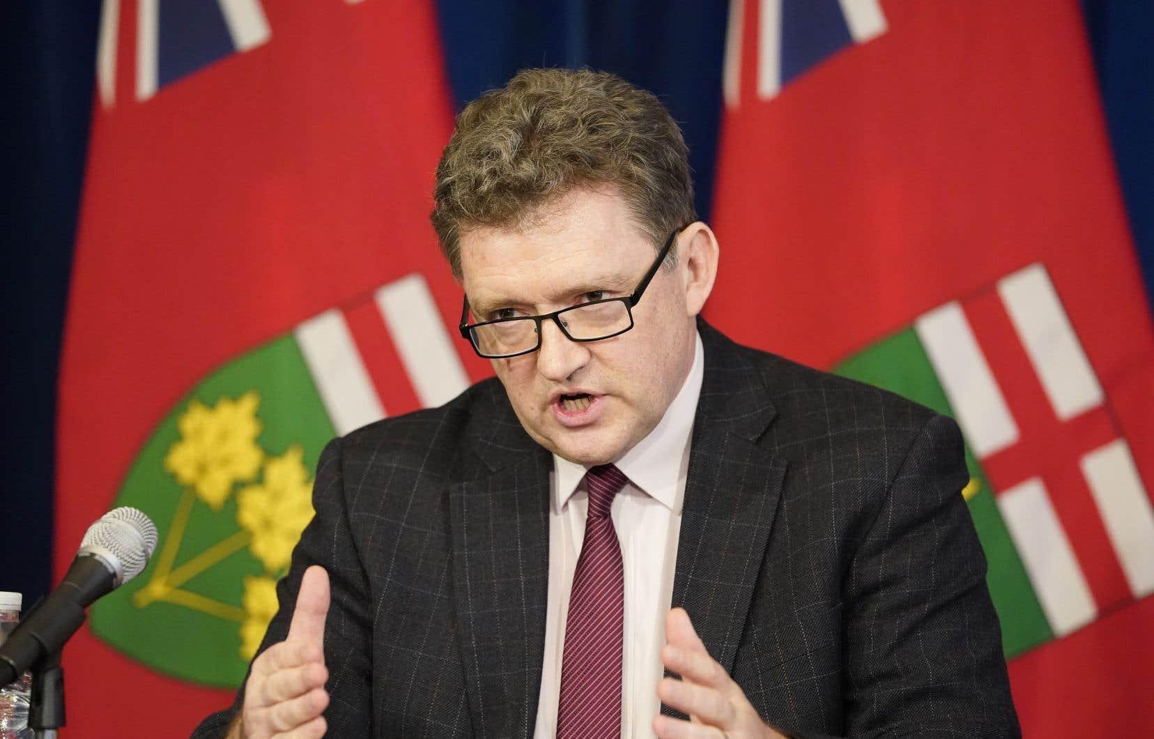 Le Dr Peter Donnelly, chef de la santé publique de l'Ontario, a présenté vendredi aux médias les projections de la province.
