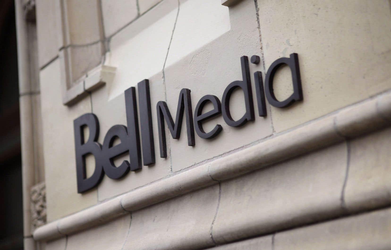 Globalement, Bell Canada voit l'exigence de dépenses d'émissions canadiennes passer de 35% à 40% des revenus de l'année précédente.