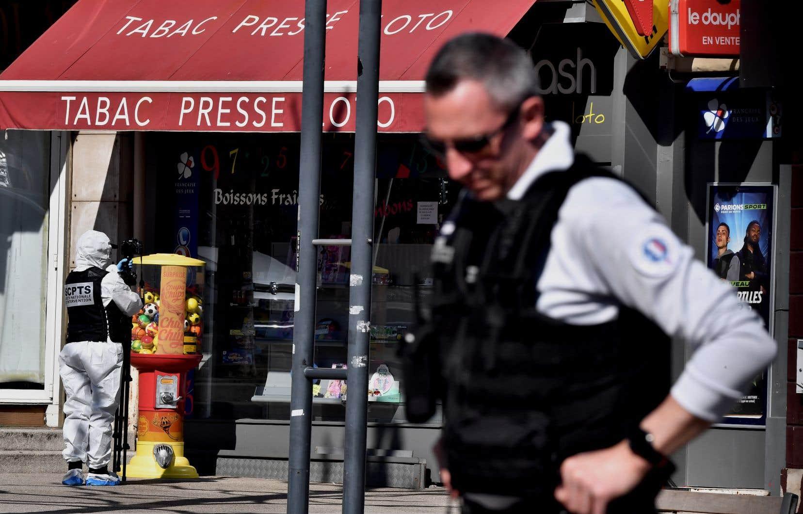 Armé d'un couteau, l'assaillant présumé «s'est rendu dans un bureau de tabac» dont il a attaqué le patron