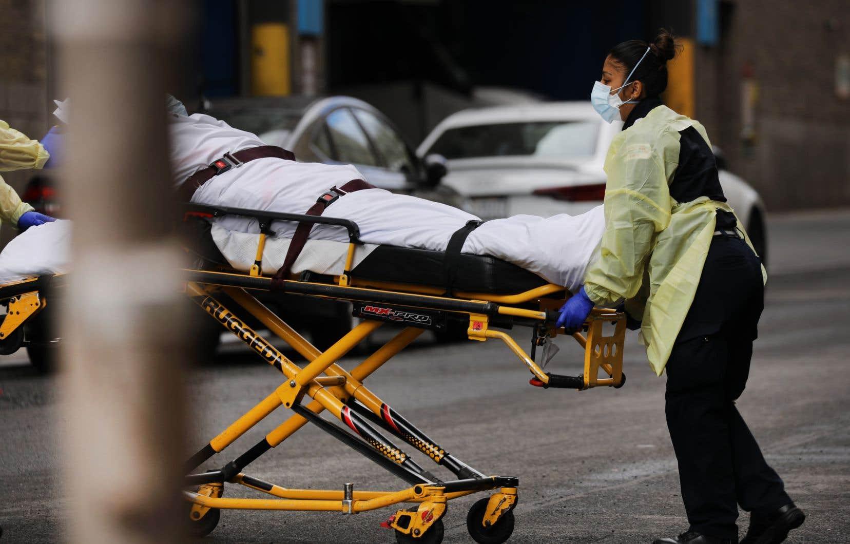 L'État déplore désormais 3565 morts et plus de 113000 cas, presque autant qu'en Italie ou en Espagne, où les bilans des victimes sont les plus lourds.