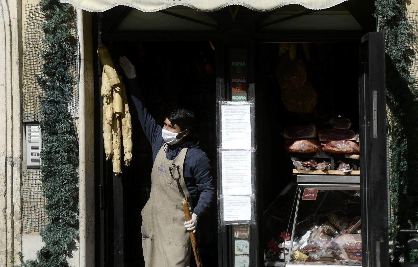Près de 16000 personnes sont mortes de la COVID-19 en Italie.