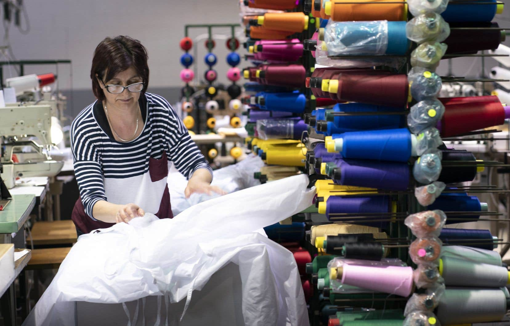 Il est d'abord question de produire des blouses de protection pour épauler le réseau.