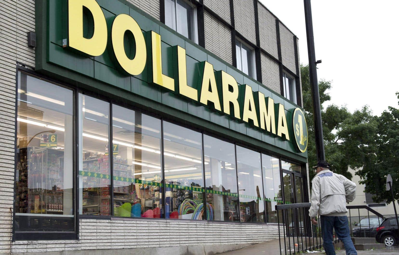Des employés de Dollarama ont dénoncé, lundi, le manque de protection dans les magasins et à l'entrepôt.
