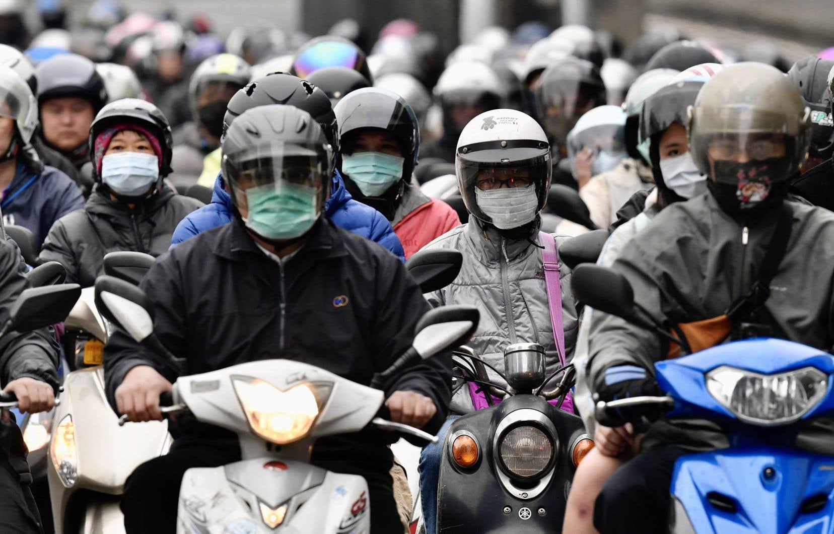 «À Taïwan, les jeunes étudient, les adultes travaillent, mais tout le monde porte le masque en dehors de la maison, et bien sûr suit scrupuleusement les règles du lavage des mains», relate l'auteure.