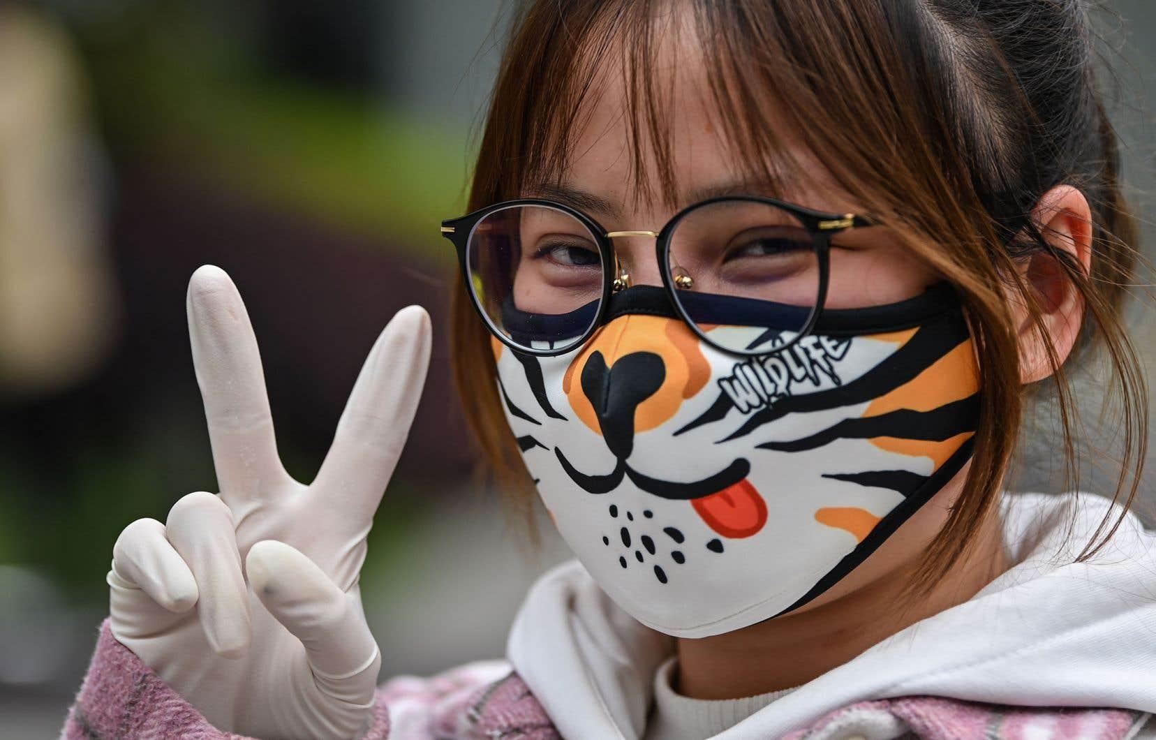 «Nous invitons tout le monde à porter un masque non médical dans l'espace public comme mesure de protection supplémentaire pour compléter toutes celles déjà mises en place par les autorités», réclament les auteurs.