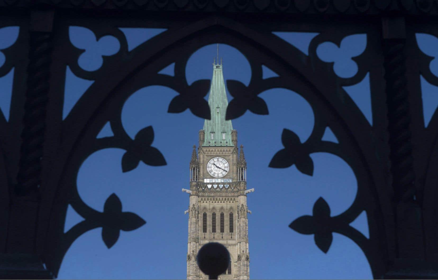 <p>Au cours des dernières semaines, <em>Le Devoir </em>a demandé à plusieurs reprises au cabinet du ministre canadien de l'Environnement, Jonathan Wilkinson, s'il serait possible de suspendre les évaluations environnementales des projets industriels en cours, en raison de la crise sanitaire planétaire provoquée par la COVID-19.</p>