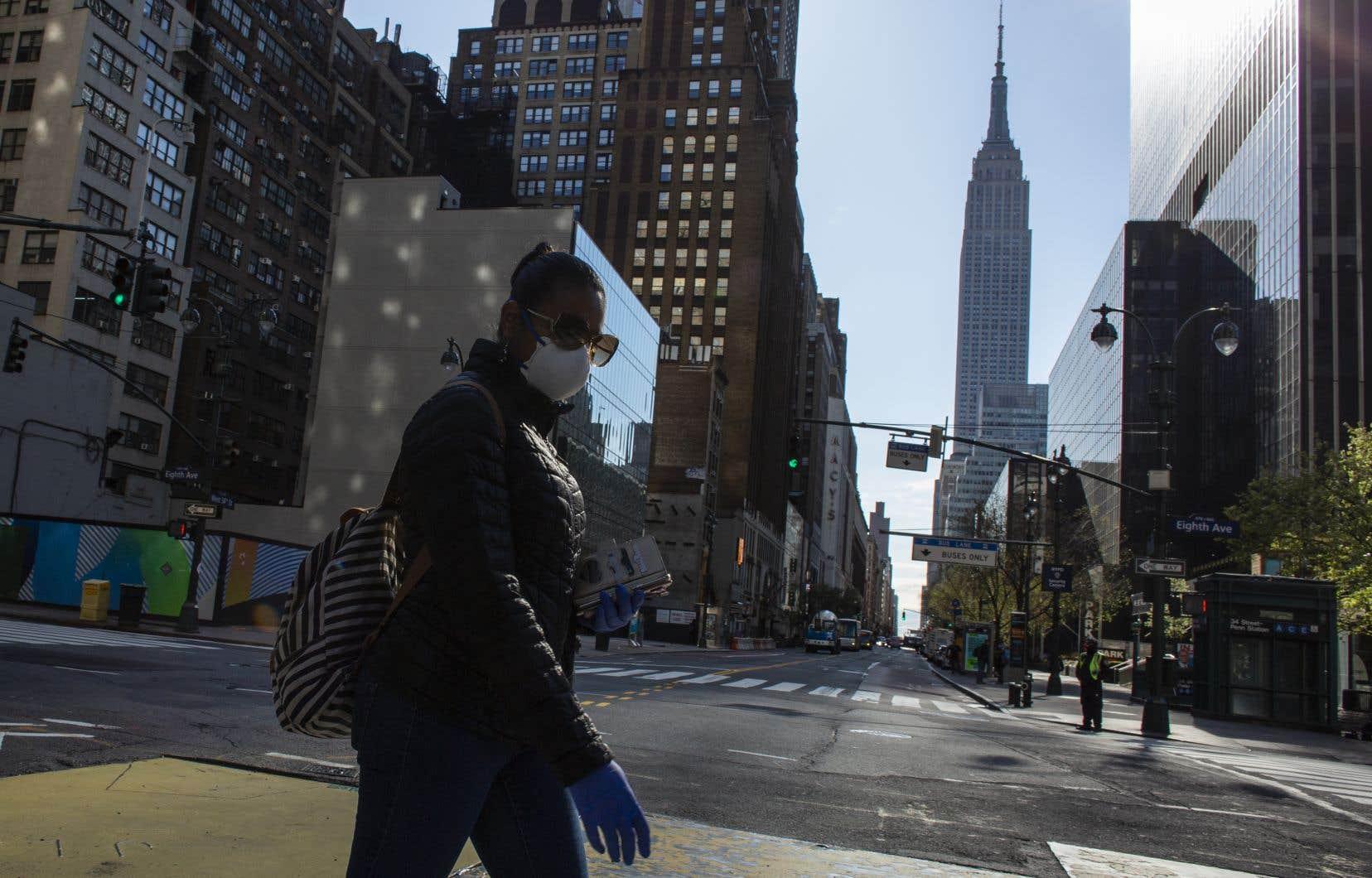 <p>L'État de New York constitue le principal foyer de l'épidémie américaine, principalement dans la ville de New York, capitale économique du pays aujourd'hui quasiment à l'arrêt.</p>