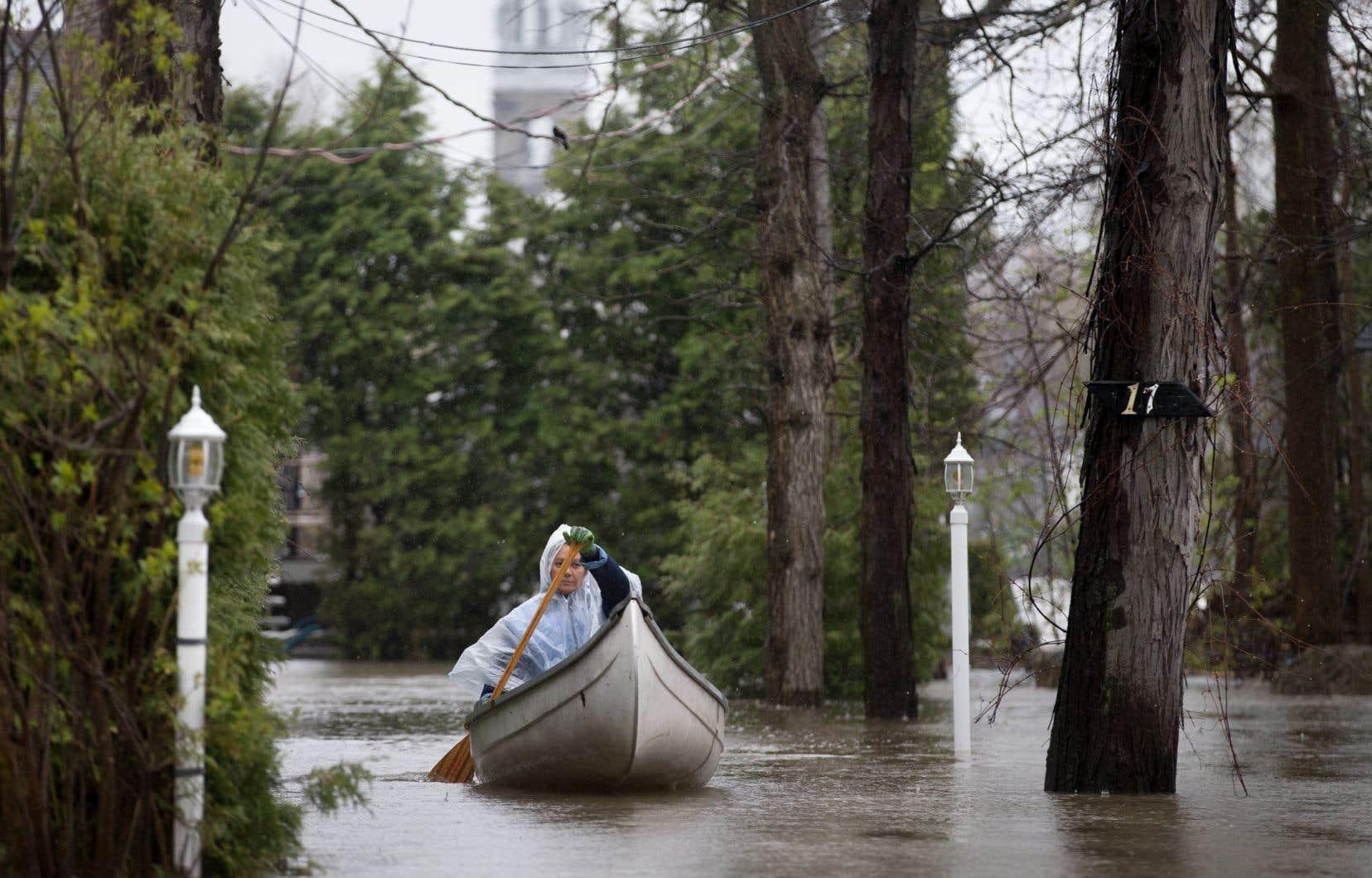 En 2017 et 2019, le Québec a été le théâtre d'inondations majeures, comme à L'Île-Bizard, dans la région montréalaise, où une résidente circulait en canot dans les rues inondées.