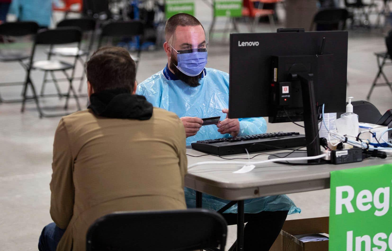 «Il ne faudrait surtout pas profiter de la pandémie de COVID-19 pour ralentir, voire suspendre les débats publics concernant la protection des données personnelles de santé au Québec», estiment les autrices.