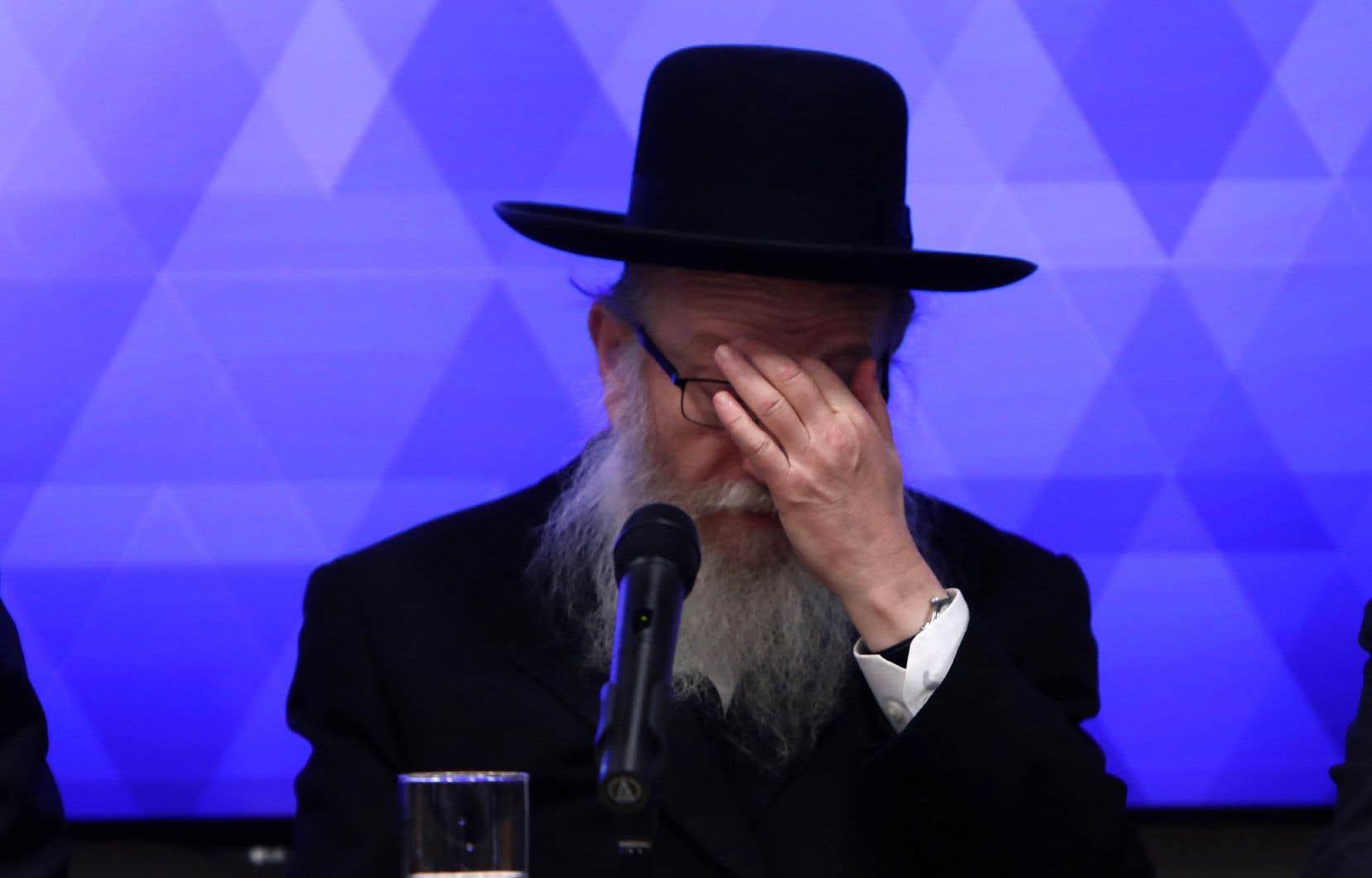 Pour certains observateurs, les difficultés du ministre israélien de la Santé, Yaakov Litzman, à faire comprendre l'ampleur de la crise à ses pairs sont symptomatiques de la division de la société israélienne entre les ultraorthodoxes et les autres.