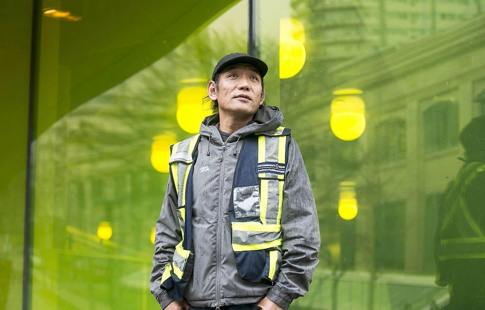 Gyamtso Sotse Jabo est d'origine tibétaine. Il travaille comme préposé au stationnement et s'est fait agresser par des clients qui l'accusaient d'être relié au coronavirus.