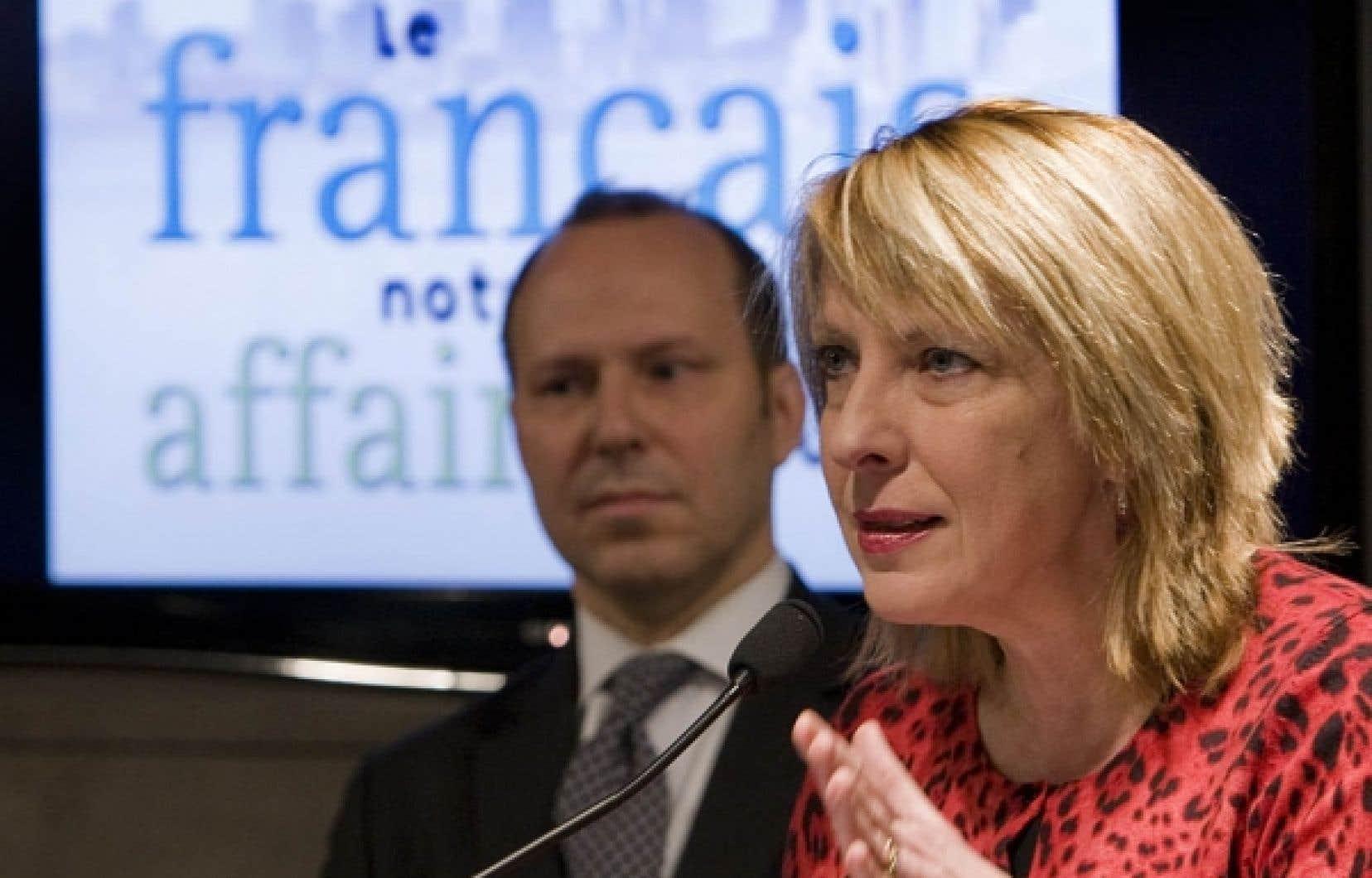 La ministre Christine St-Pierre lançait hier le nouveau carrefour de francisation, un site Internet doublé d'une ligne téléphonique qui vise les petites entreprises montréalaises de 50 employés et moins qui veulent se franciser.