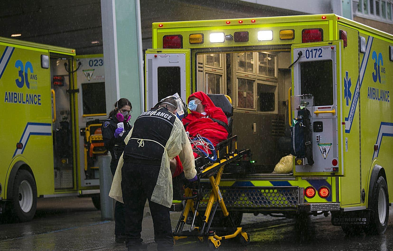 Que fera le personnel de la santé si le matériel de protection vient à manquer? Des directives laissent croire que des patients seraient abandonnés à leur sort.