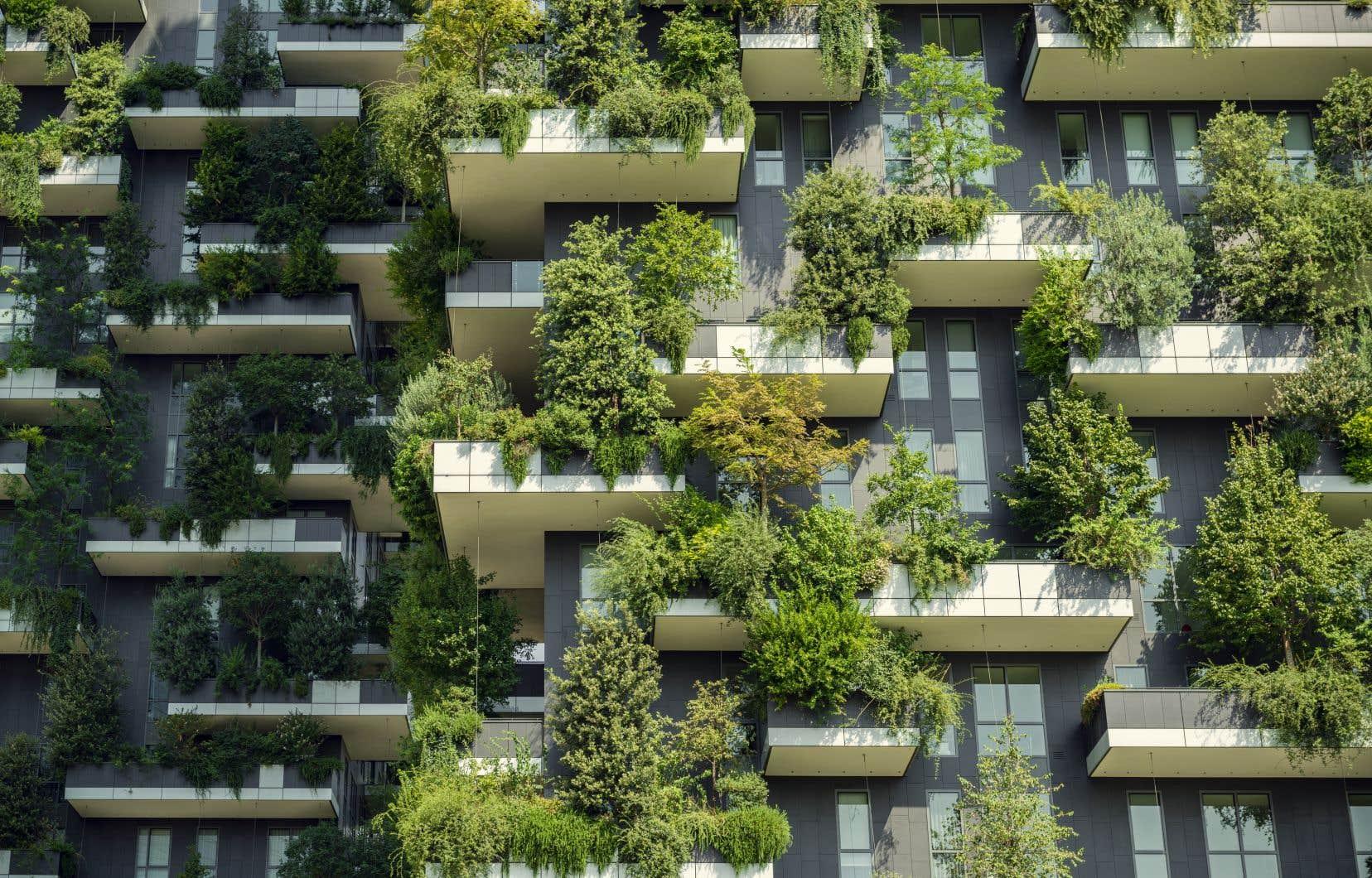 La pandémie encourage l'étalement urbain, alors qu'il faudrait encourager la densité urbaine et améliorer le cadre de vie citadin en multipliant par exemple les balcons et la verdure.