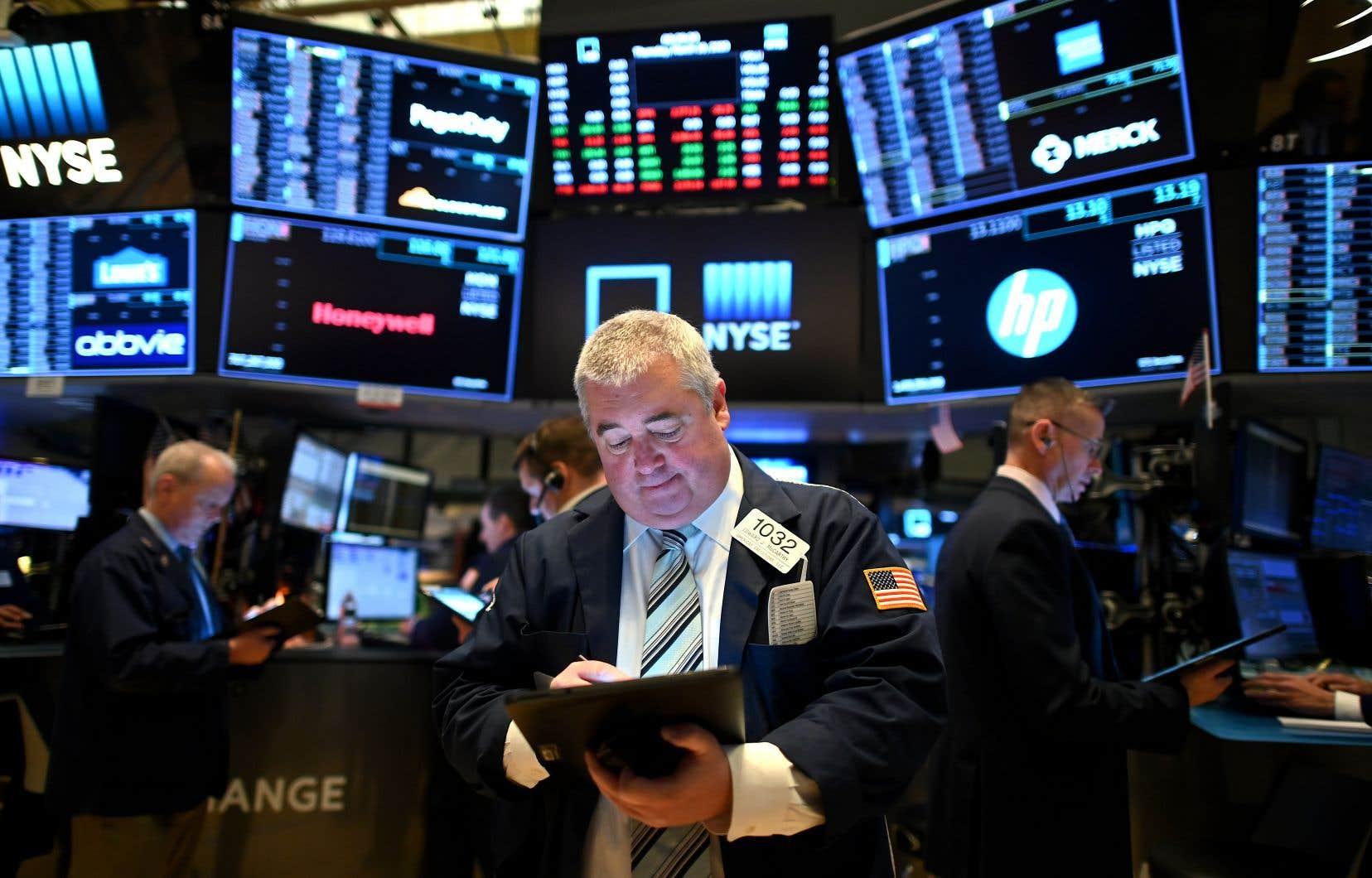 À New York, la moyenne Dow Jones des valeurs industrielles gagnait 530,20 points à 23920,97 points.