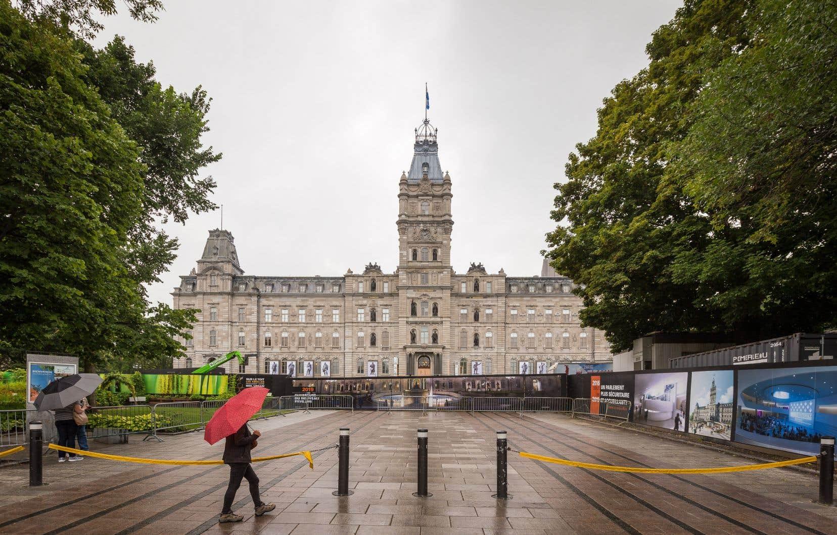 La reprise officielle des travaux à l'Assemblée nationale, prévue pour le 21 avril, sera vraisemblablement repoussée au 5 mai.