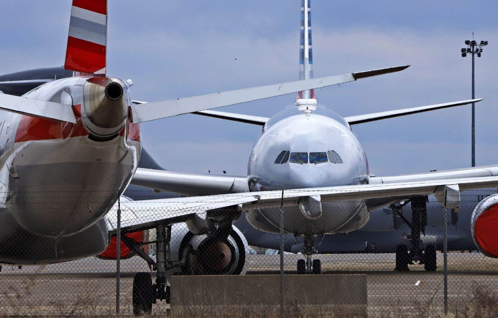 Le plan historique de 2200milliards de dollars de relance de l'économie, promulgué fin mars par le président Donald Trump, prévoit 25milliards de dollars de subventions aux compagnies aériennes pour préserver les emplois.