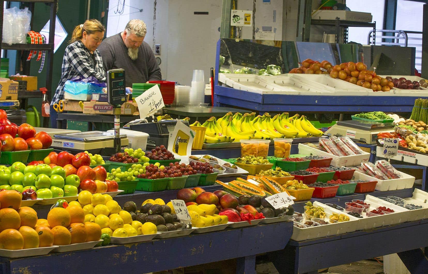 Une pénurie de main-d'oeuvre dans les champs ou une éclosion dans une usine de transformation pourraient avoir des répercussions sur le prix des aliments à l'épicerie.