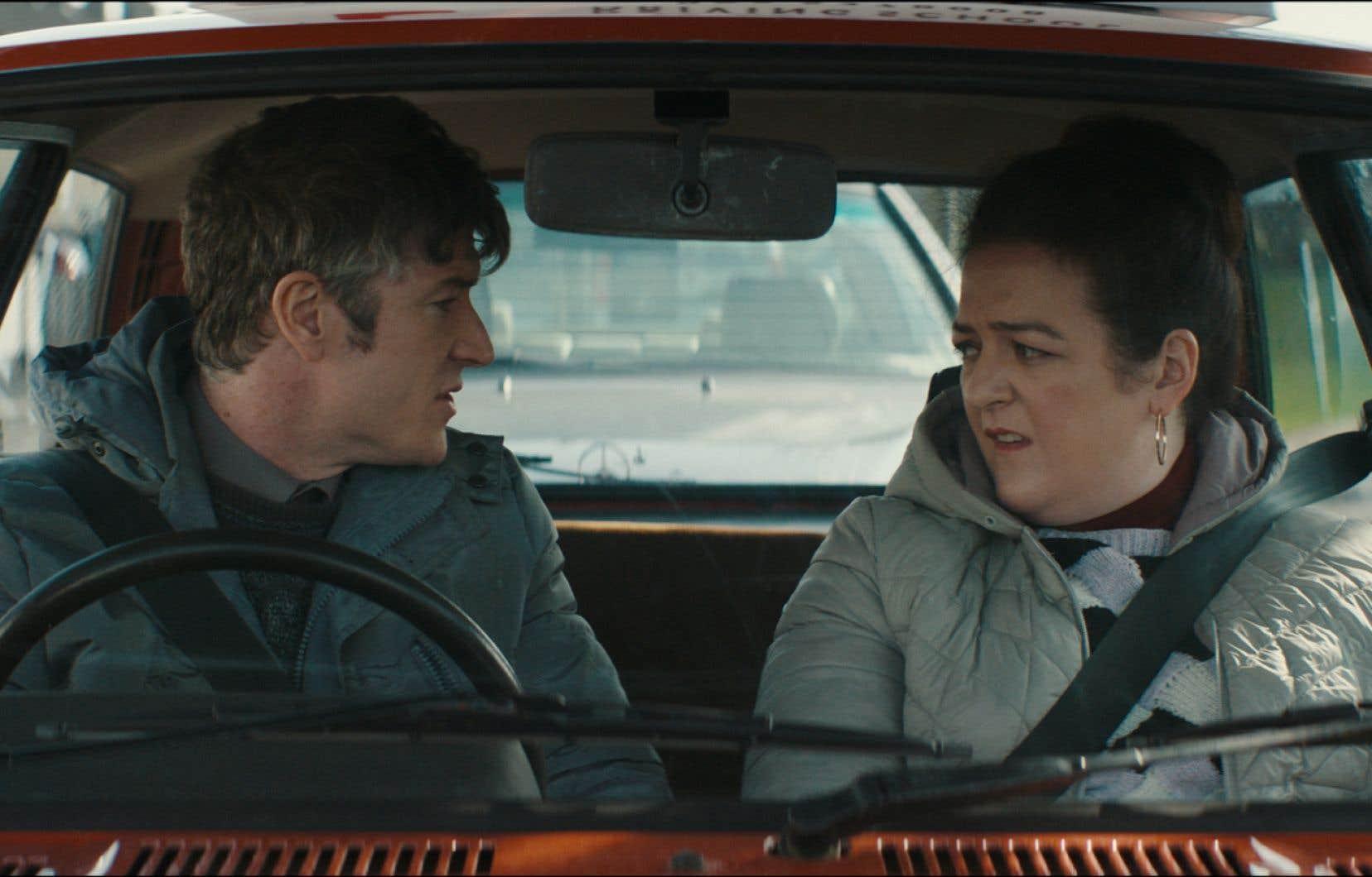 «Extra Ordinary» a un as dans sa manche en la personne de Meave Higgins (à droite), qui compose avec le personnage de Rose une héroïne aussi improbable qu'attachante.