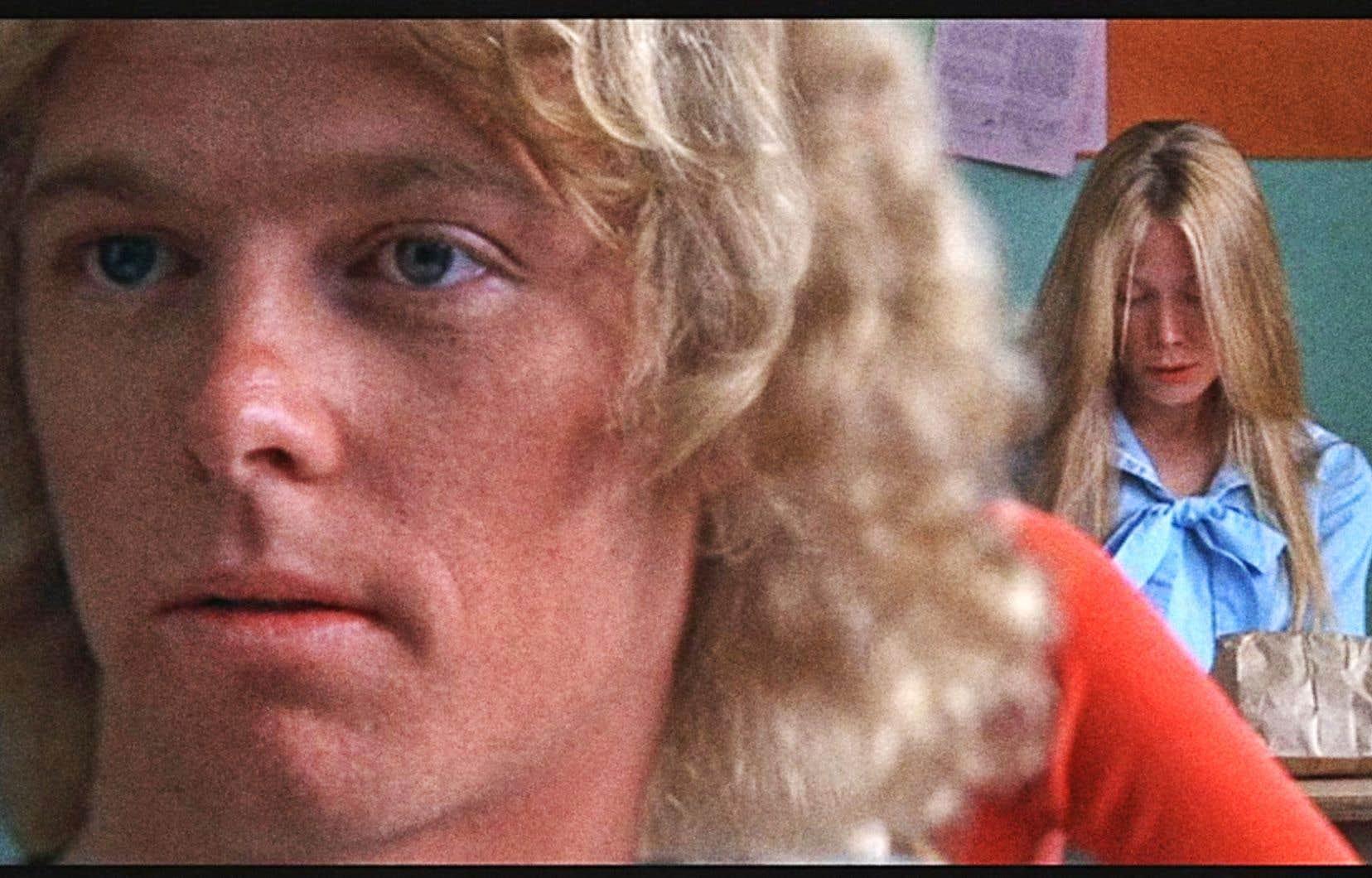 Dans «Carrie», on peut voir en même temps la réaction du populaire élève Tommy (William Katt) à l'avant de la classe et celle de l'ostracisée Carrie (Sissy Spacek) à l'arrière après la lecture d'un poème.