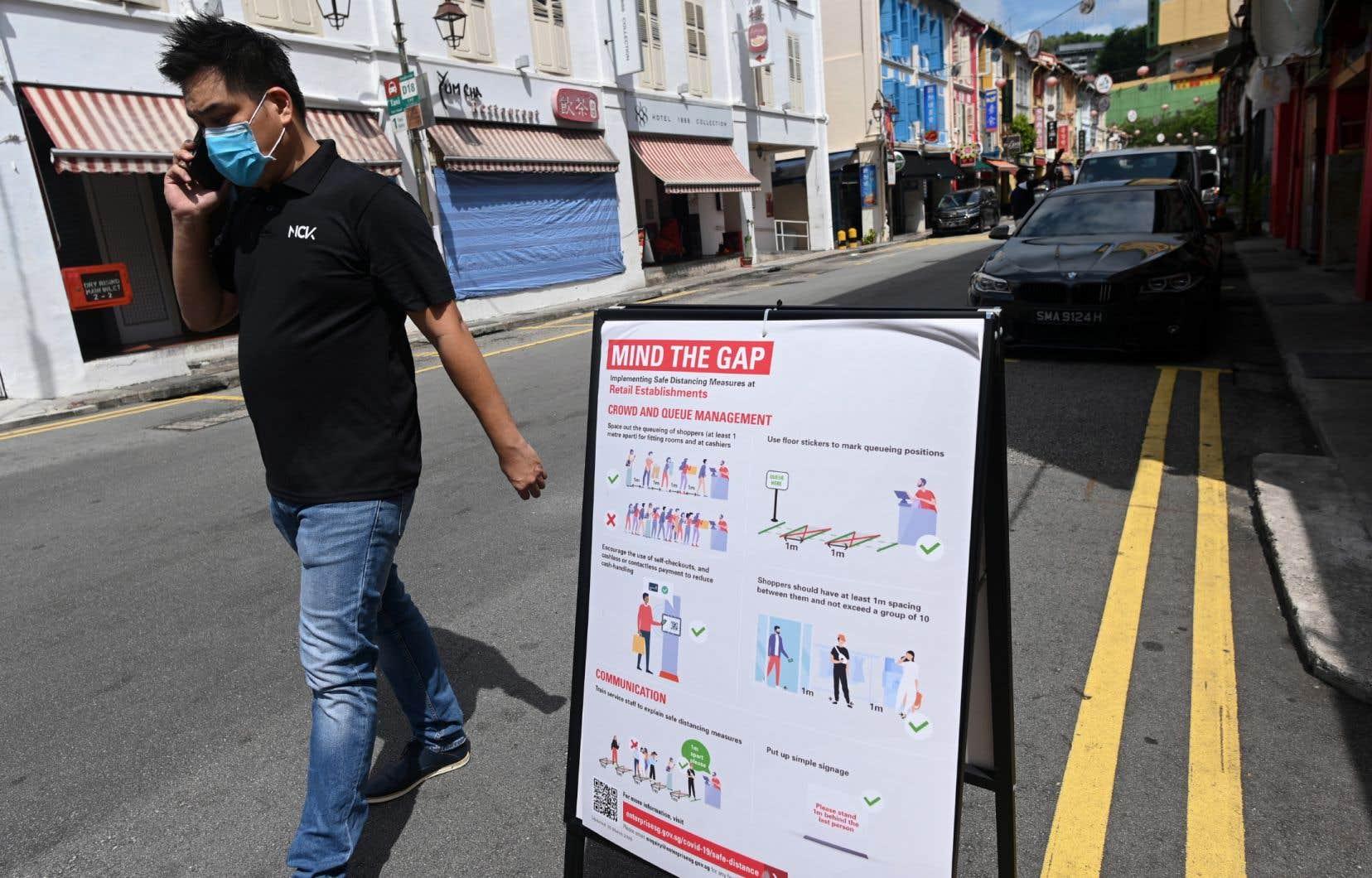 Plusieurs gouvernements ont déployé des applications de traçage numérique, comme ici à Singapour.