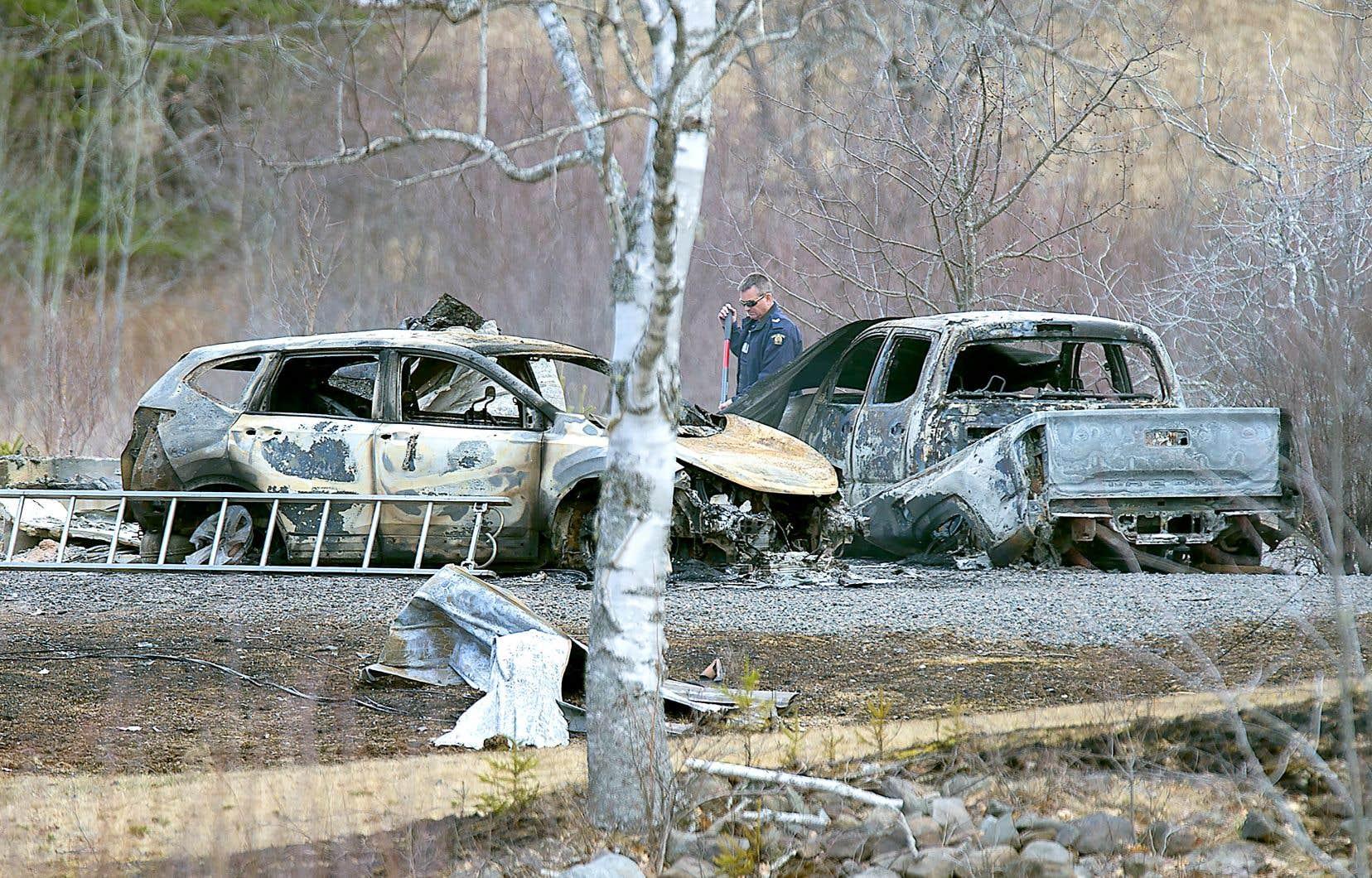 Le meurtrier a mis le feu à la propriété d'Alanna Jenkinis et de Sean McLeod, ainsi qu'à deux automobiles.