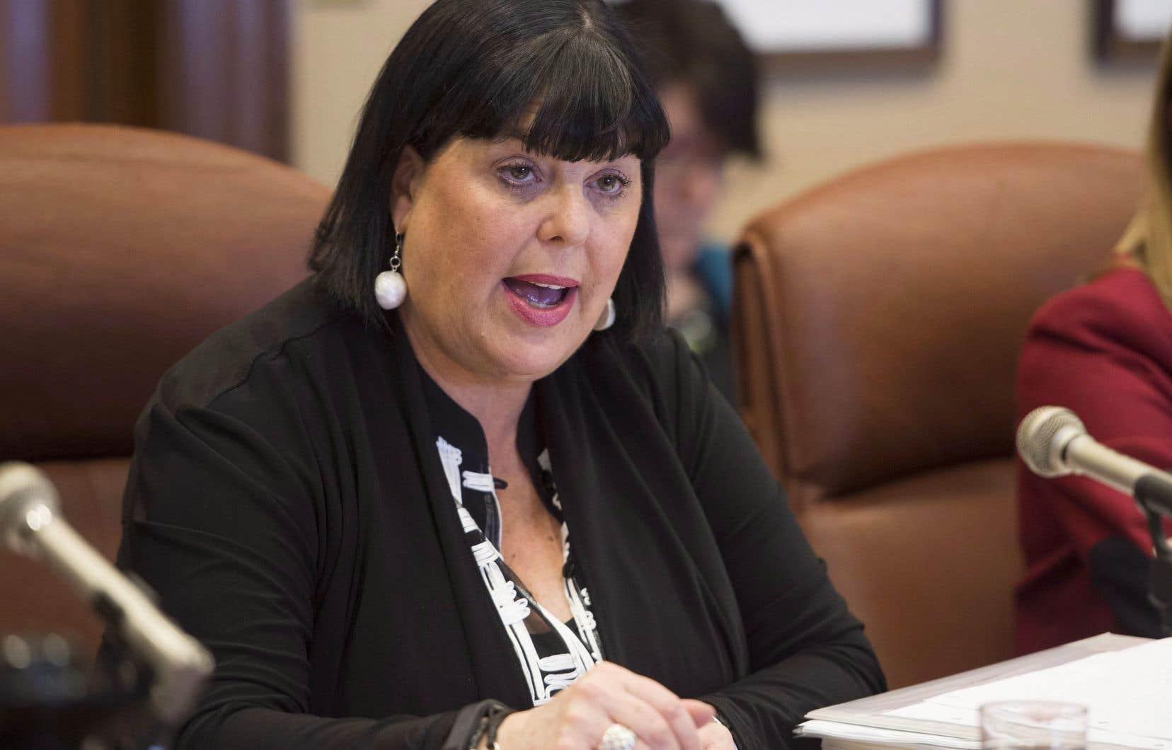 Dominique Savoie sera nommée mercredi administratrice d'État à la gestion des ressources gouvernementales en santé et s'attaquera donc aux problèmes d'approvisionnement.