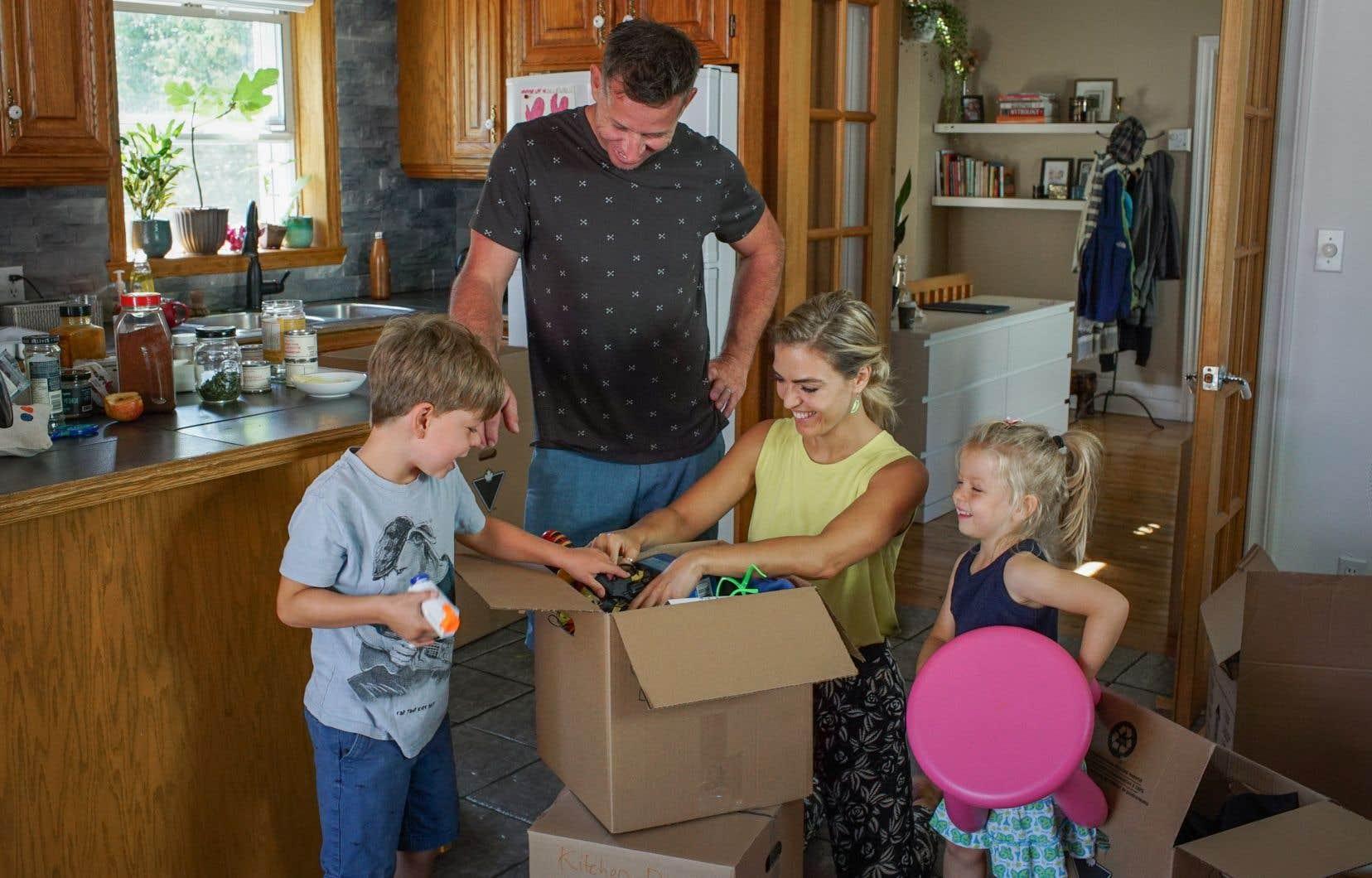 Le défi que s'est lancé la journaliste Évelyne Charuest est vertigineux. Vivre une année sans plastique avec son conjoint et leurs deux jeunes enfants.