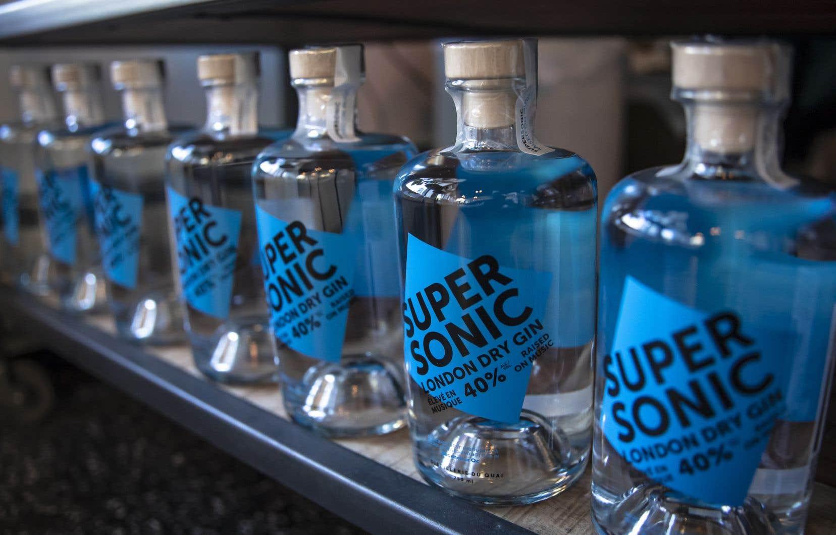 Depuis 2019, la Distillerie du quai fabrique un London dry gin baptisé SuperSonic, en l'honneur de la chanson éponyme d'Oasis.