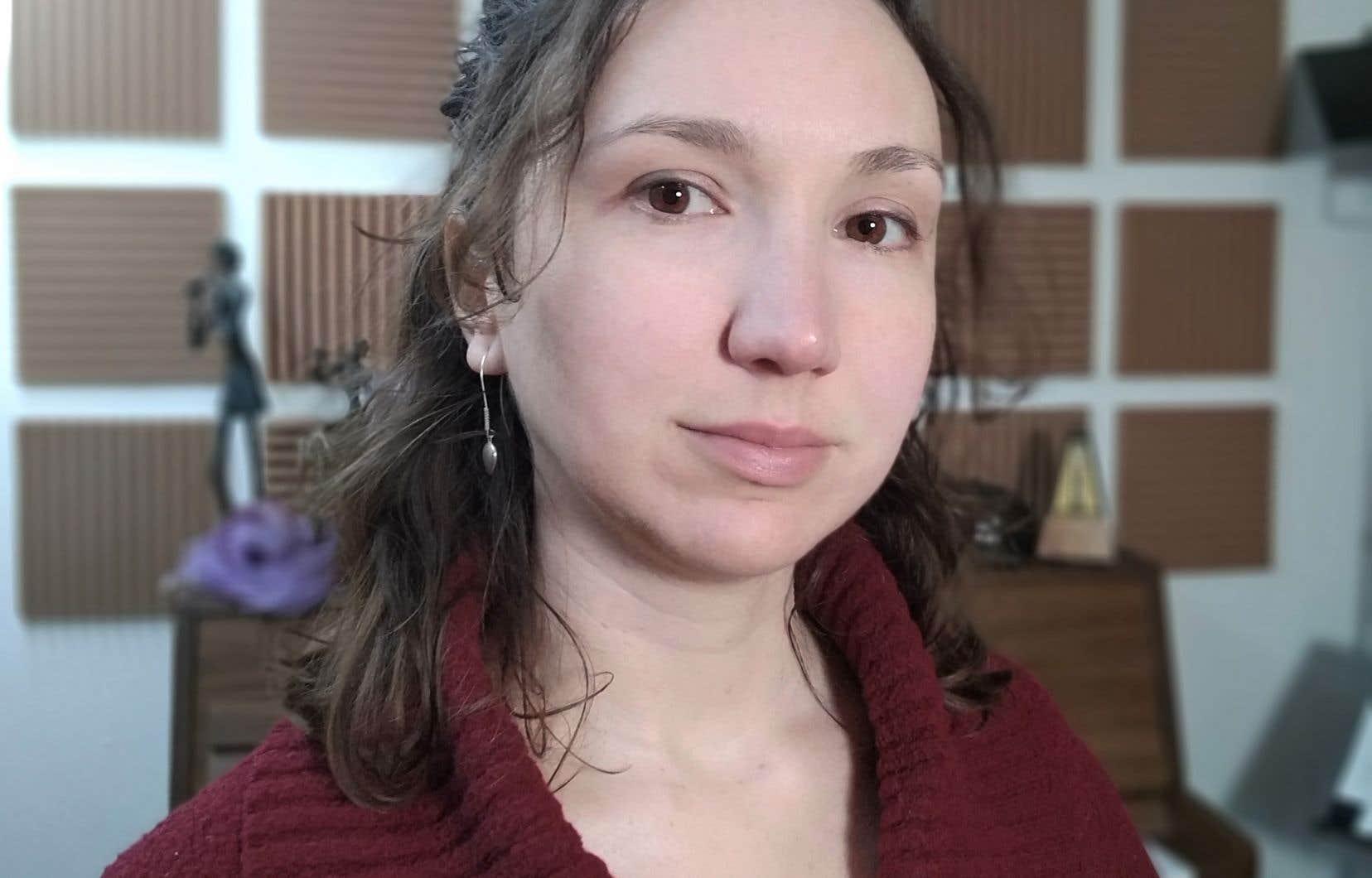 Quand Québec a déclaré l'urgence sanitaire et interdit les visites dans les CHSLD, à la mi-mars, Amélie Brodeur (photo) a eu peur pour son père.
