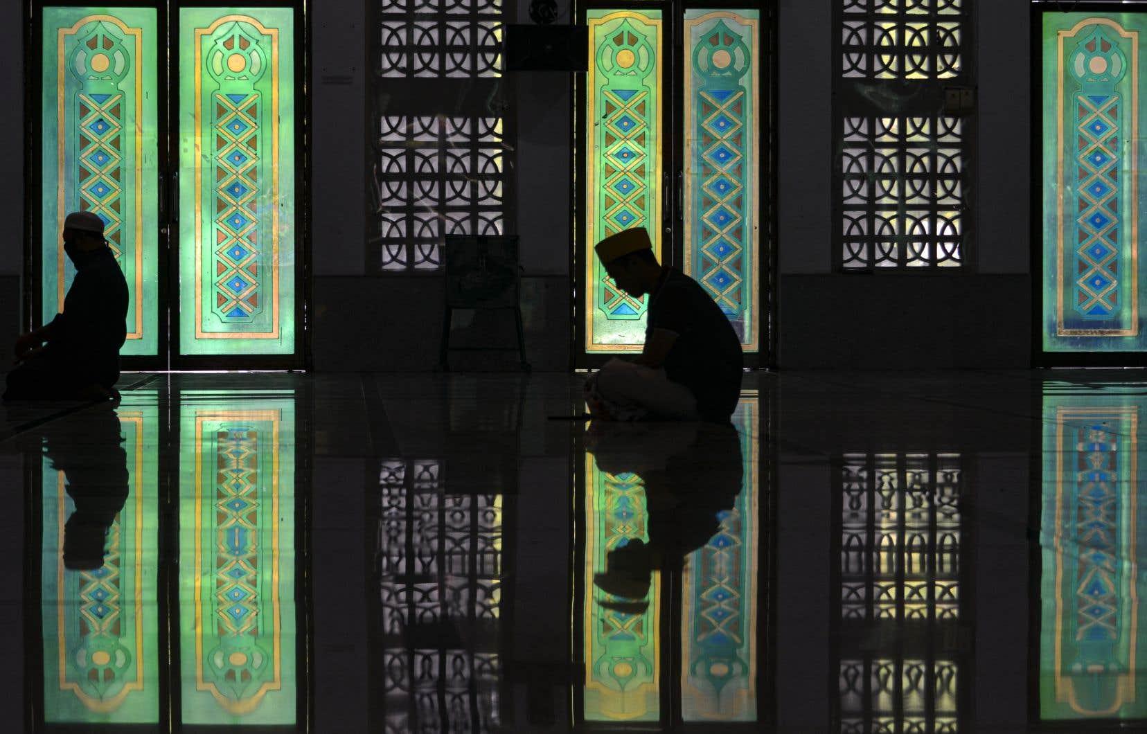 Cette année, ce sera ramadan en privé, loin des uns et des autres et loin des mosquées.